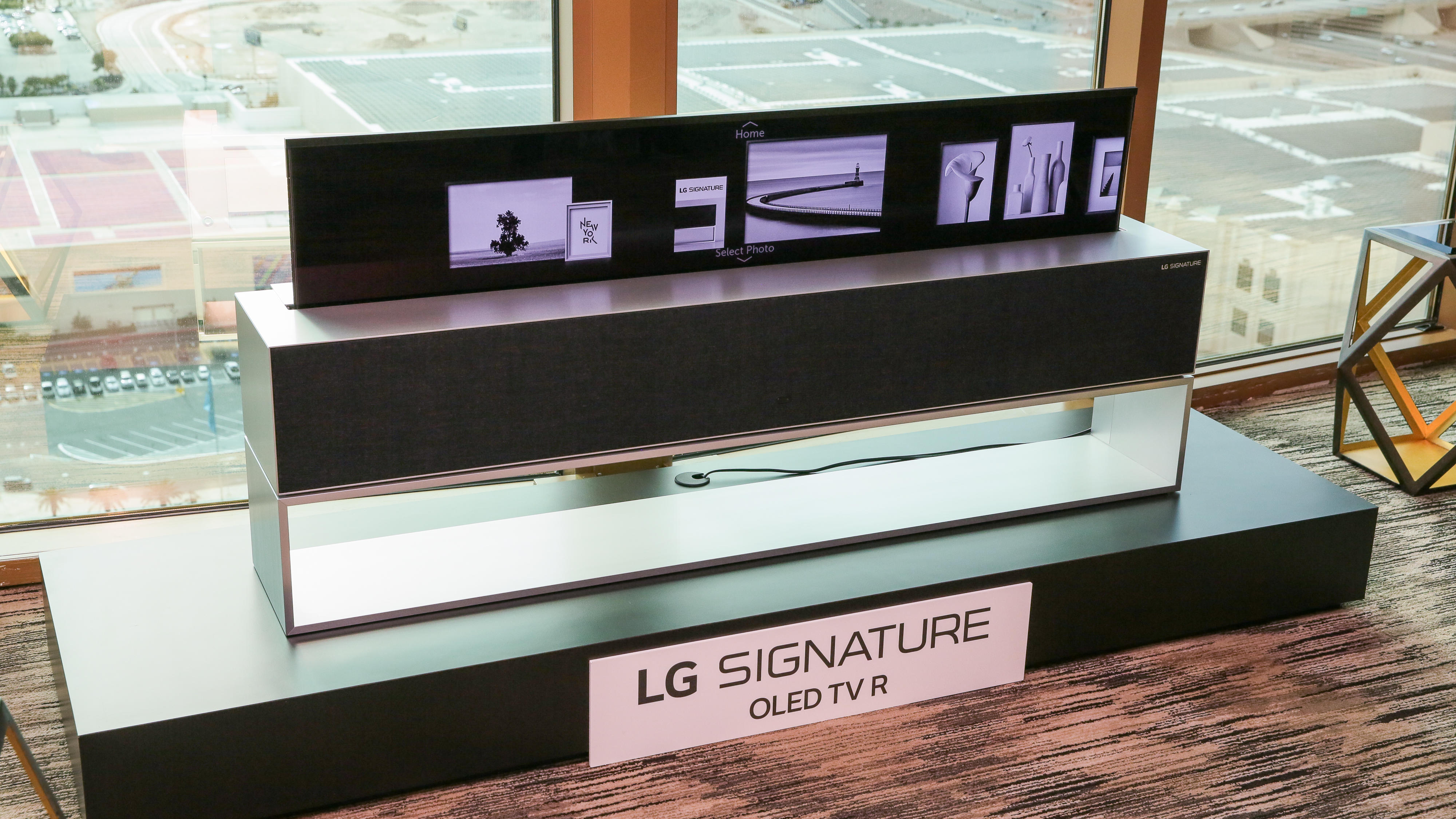lg-rollable-oled-tv-24