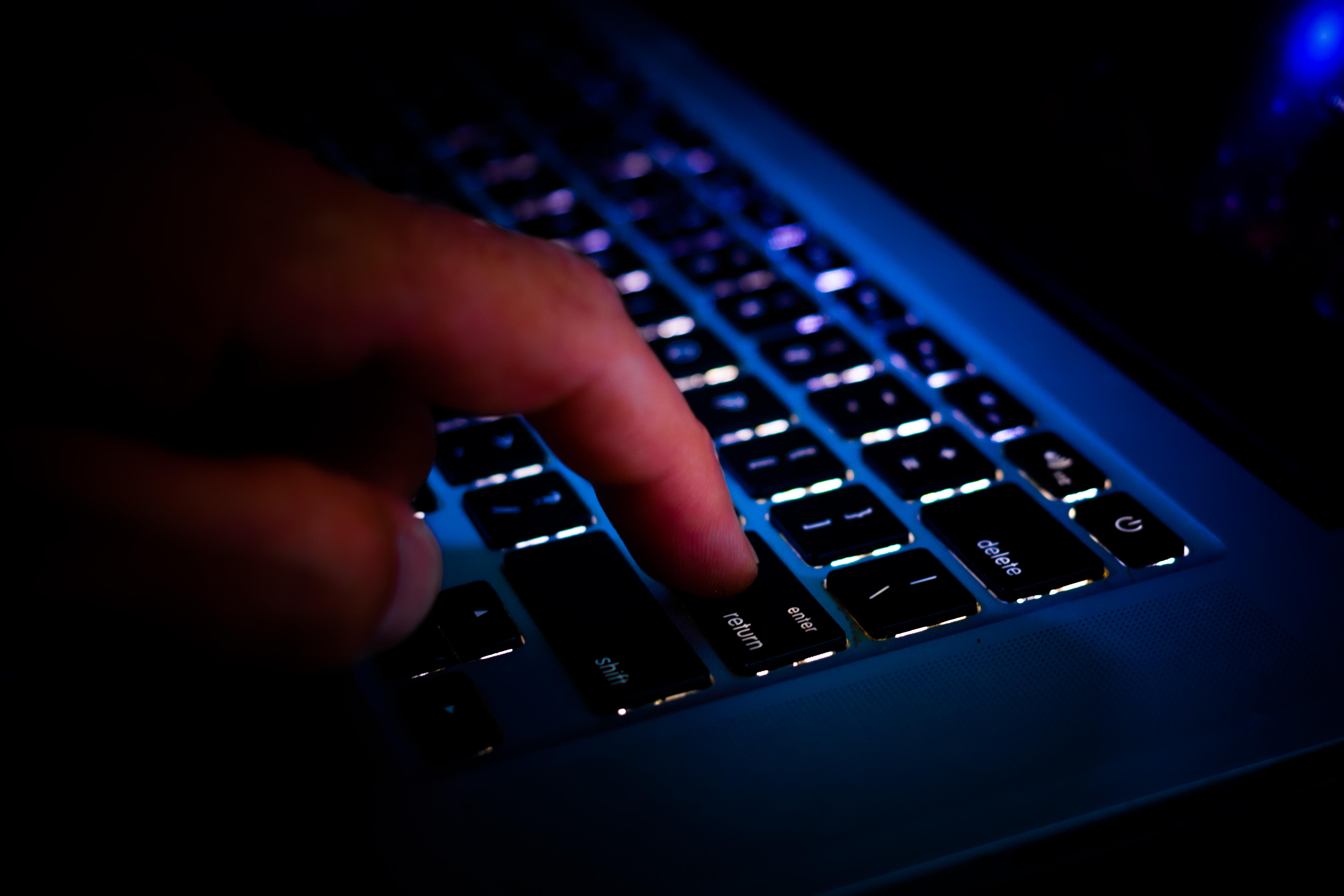 keyboard-security-privacy-laptop-hacking-7923