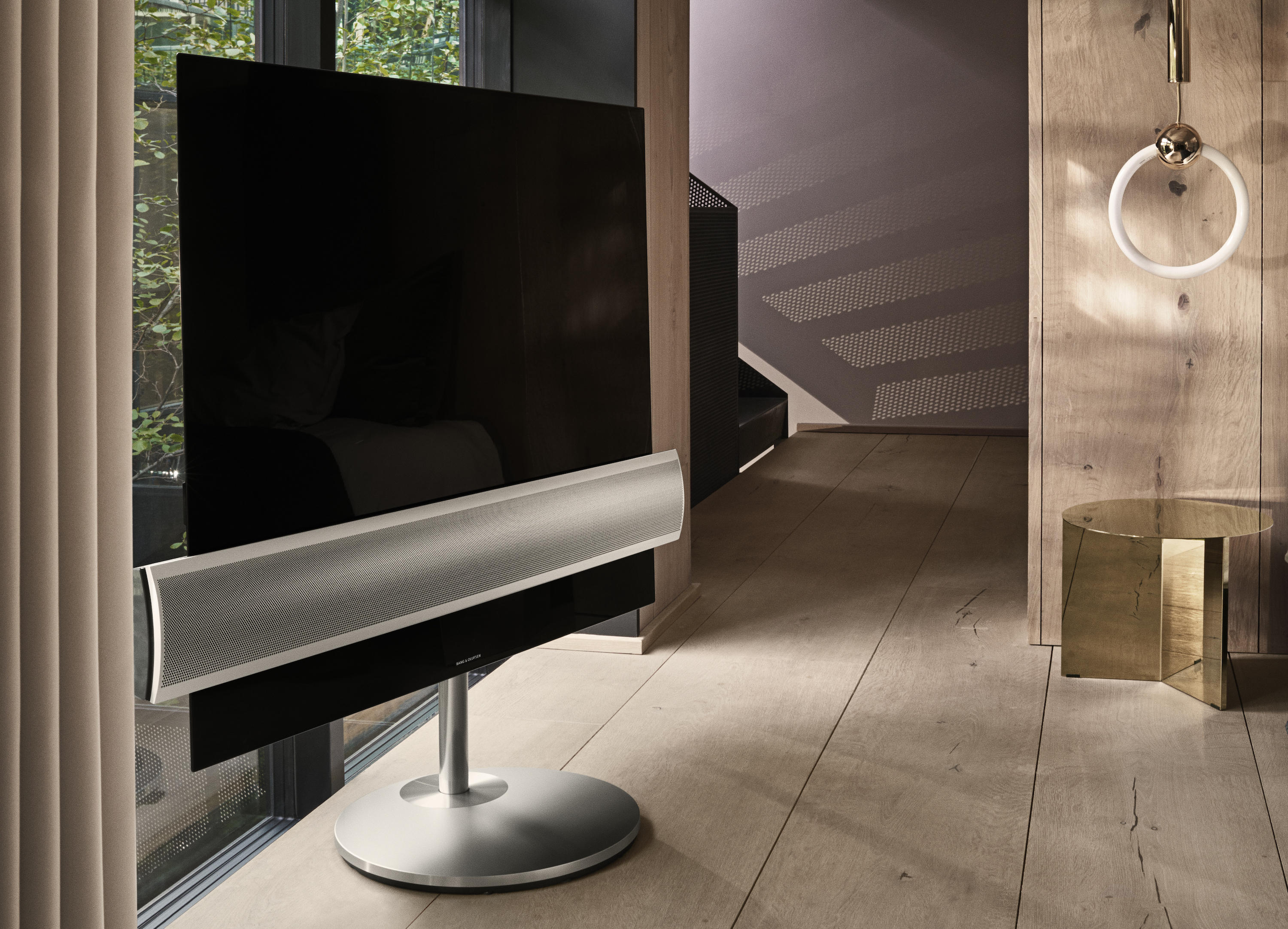 beovision-eclipse-motorized-floorstand-alu-speaker-cover-angle-view-lifestyle-cropped