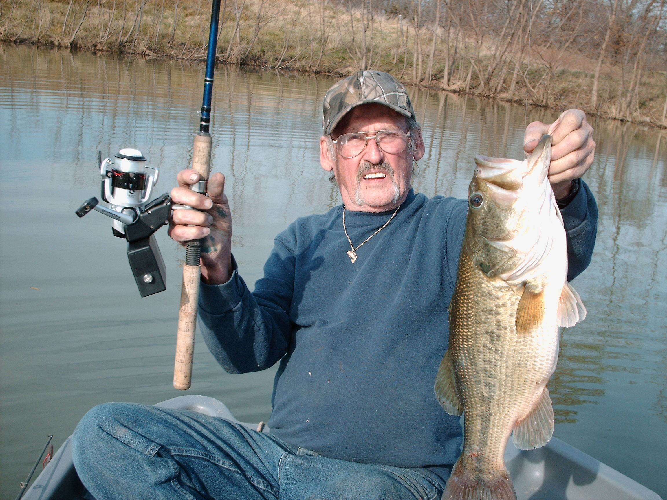 Chuck with a hybrid reel