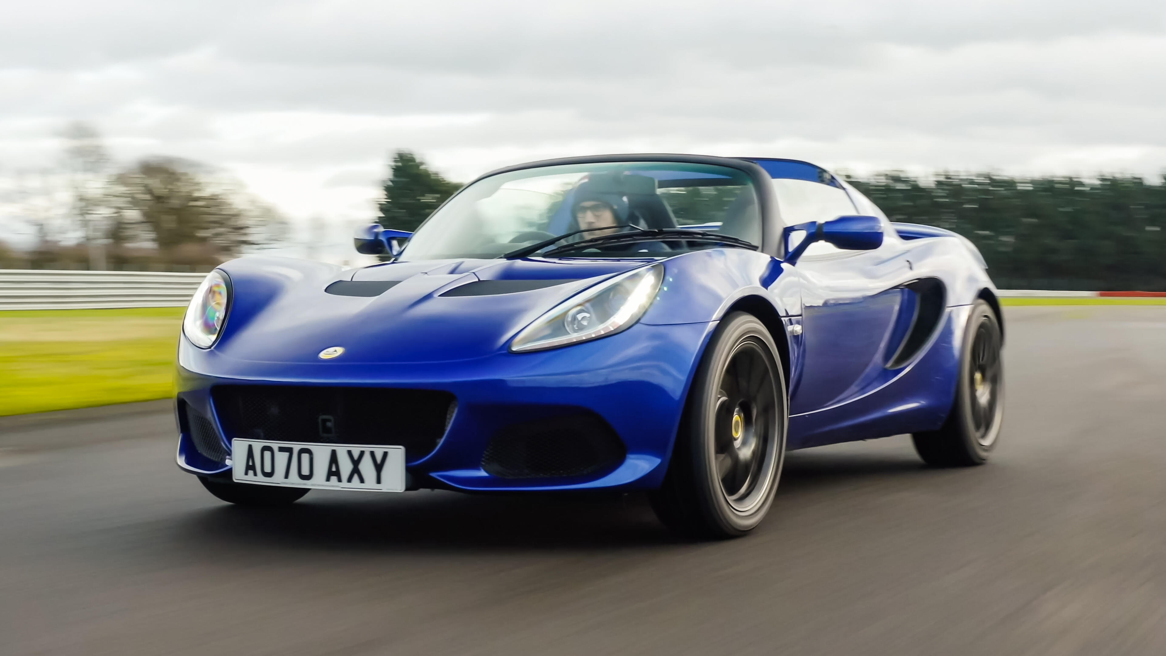 Video: The Lotus Elise Sport 240 shows us the 25 year old recipe still works