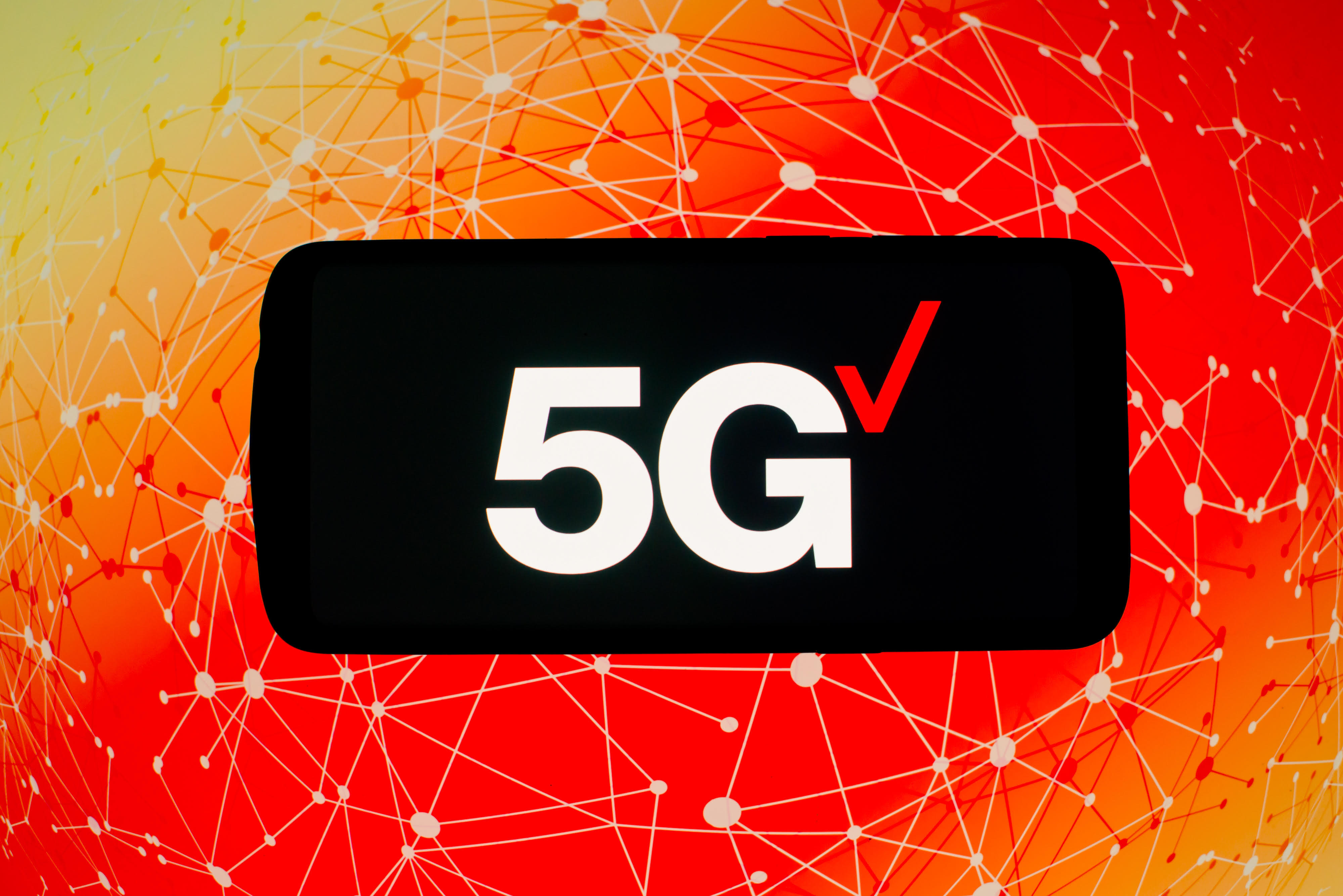 Verizon's LTE rivals 5G speeds on AT&T and T-Mobile, analyst says