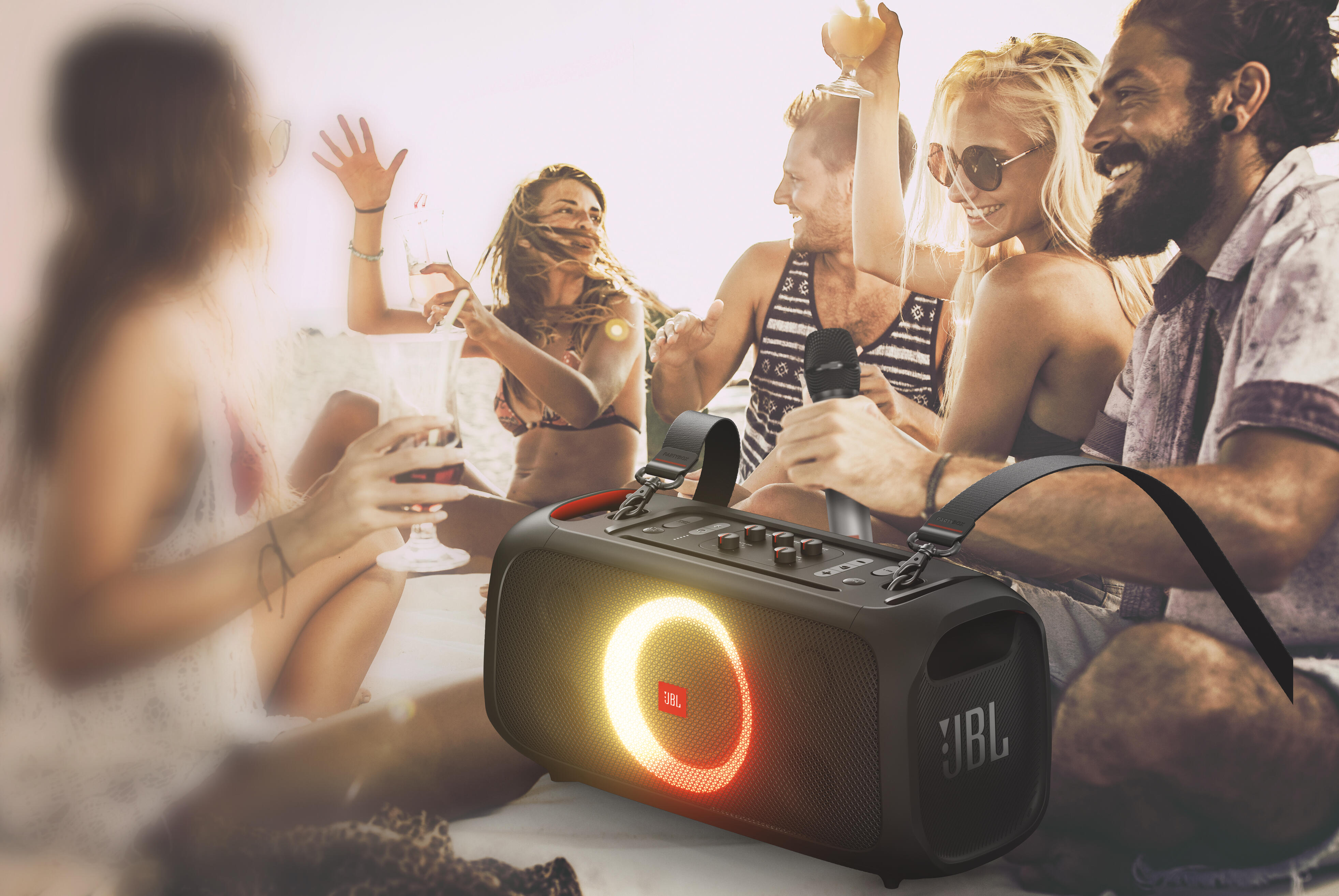 ch-jbl-party-box-on-the-go-backlifestyle-20200601-rt-v1