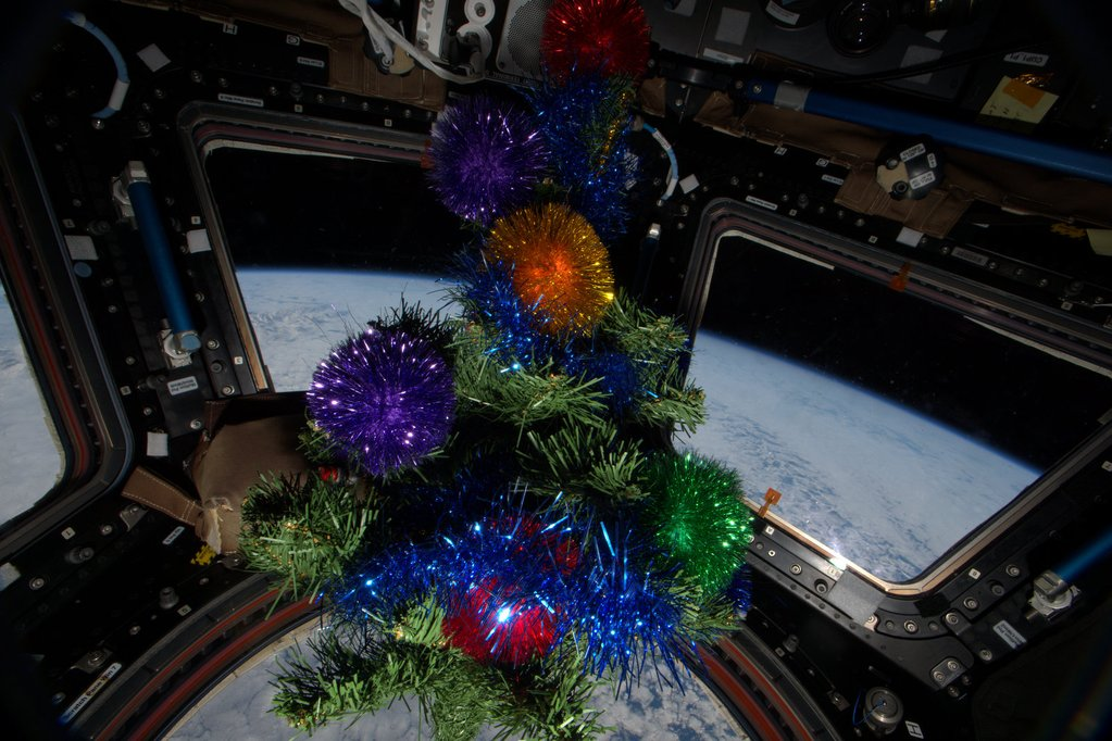 Christmas without gravity