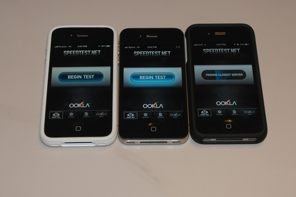 At CNET's offices, the iPhone 4S from AT&T has a hard time getting a 3G connection.
