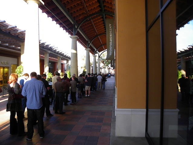An Apple store in Simi Valley, Calif., a suburb of Los Angeles, last week. The line extends to the vanishing point in the photo.