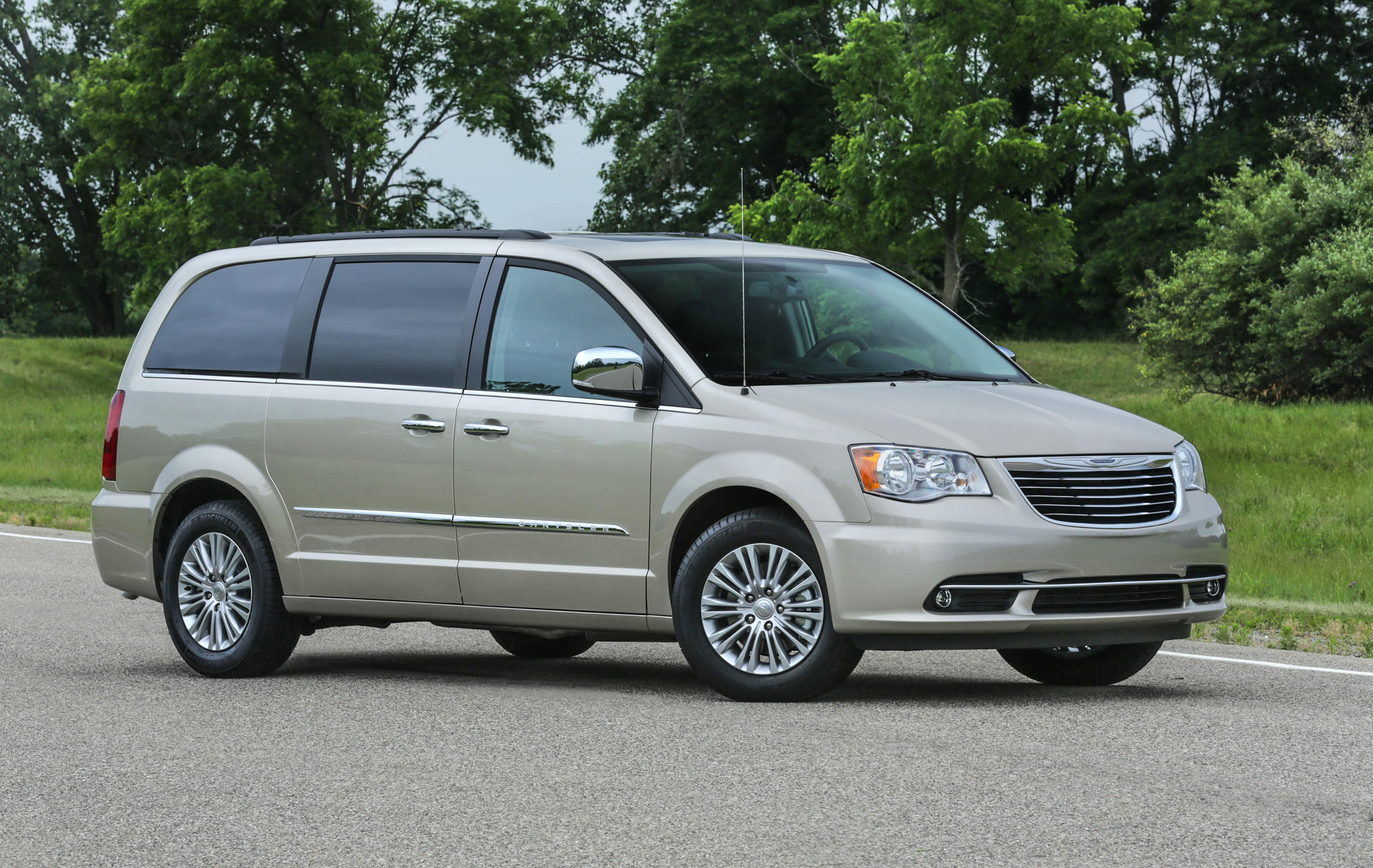 2016-chrysler-town-and-country