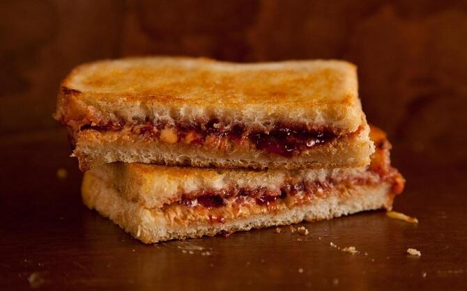 grilled-peanut-butter-and-jelly-sandwich-chowhound