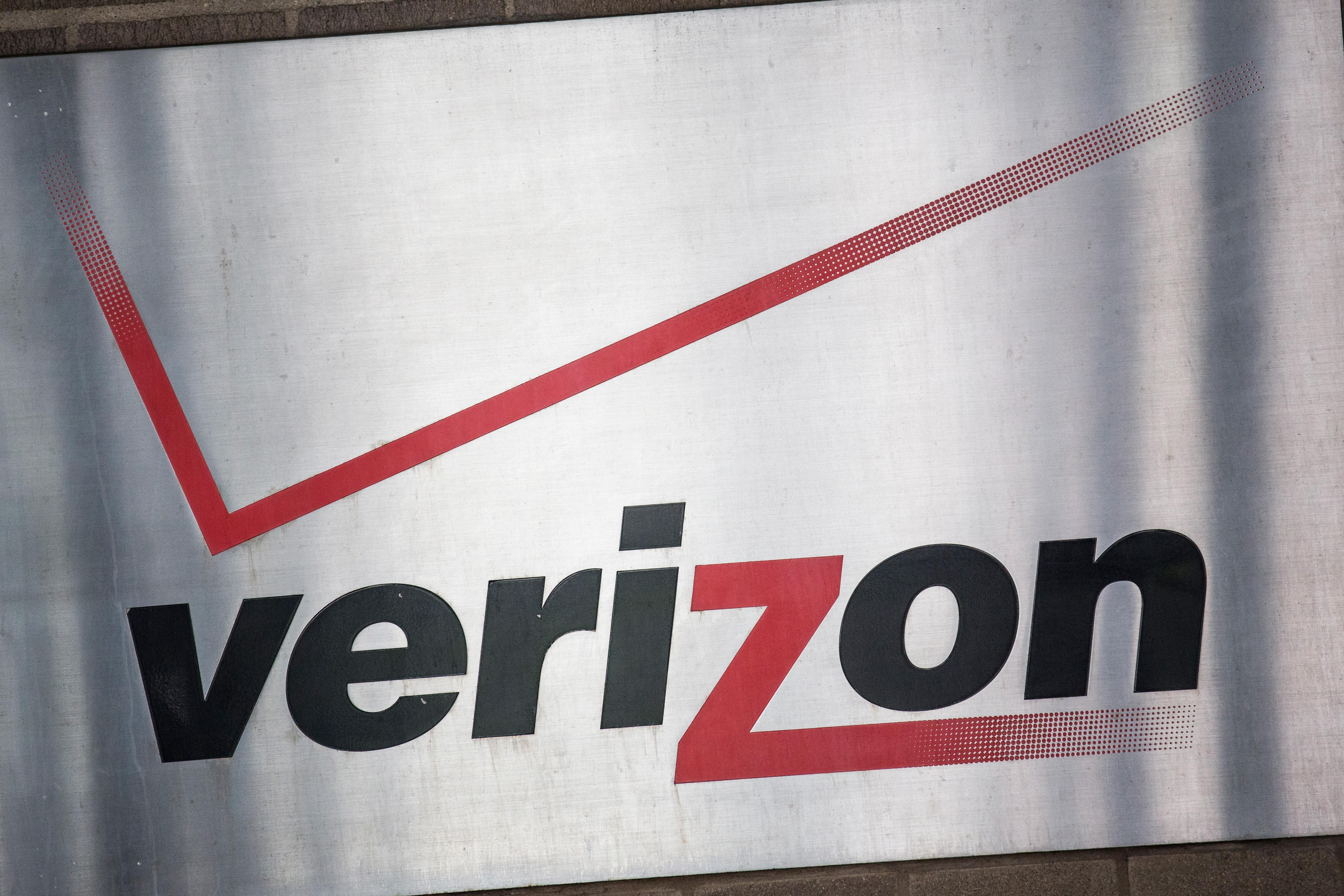 Verizon plans to deploy 5G wireless networks in five markets by the end of 2018.