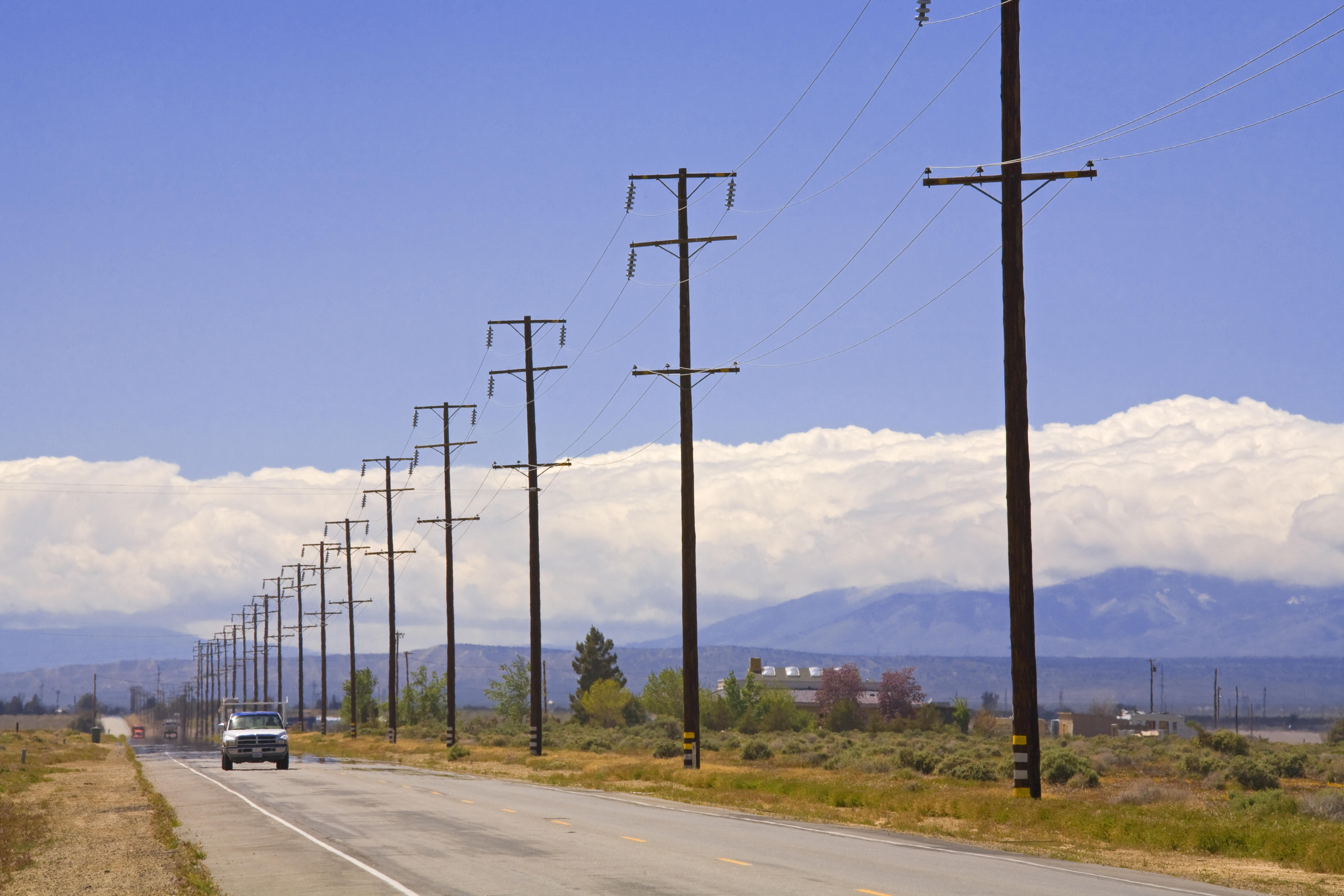 utility-poles-gettyimages-661897156