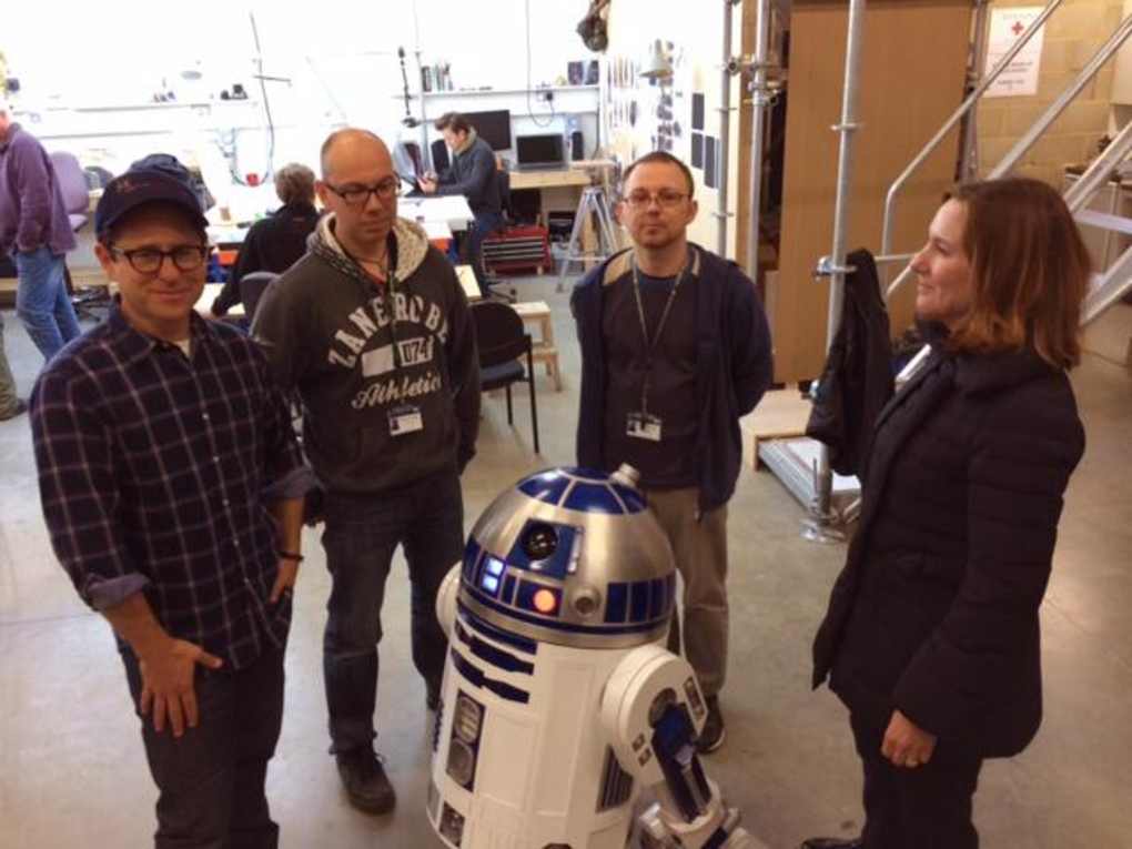 Director J.J. Abrams, Lucasfilm president Kathleen Kennedy and astromech builders Lee Towersey and Oliver Steeples hang out with R2-D2 at Pinewood Studios.
