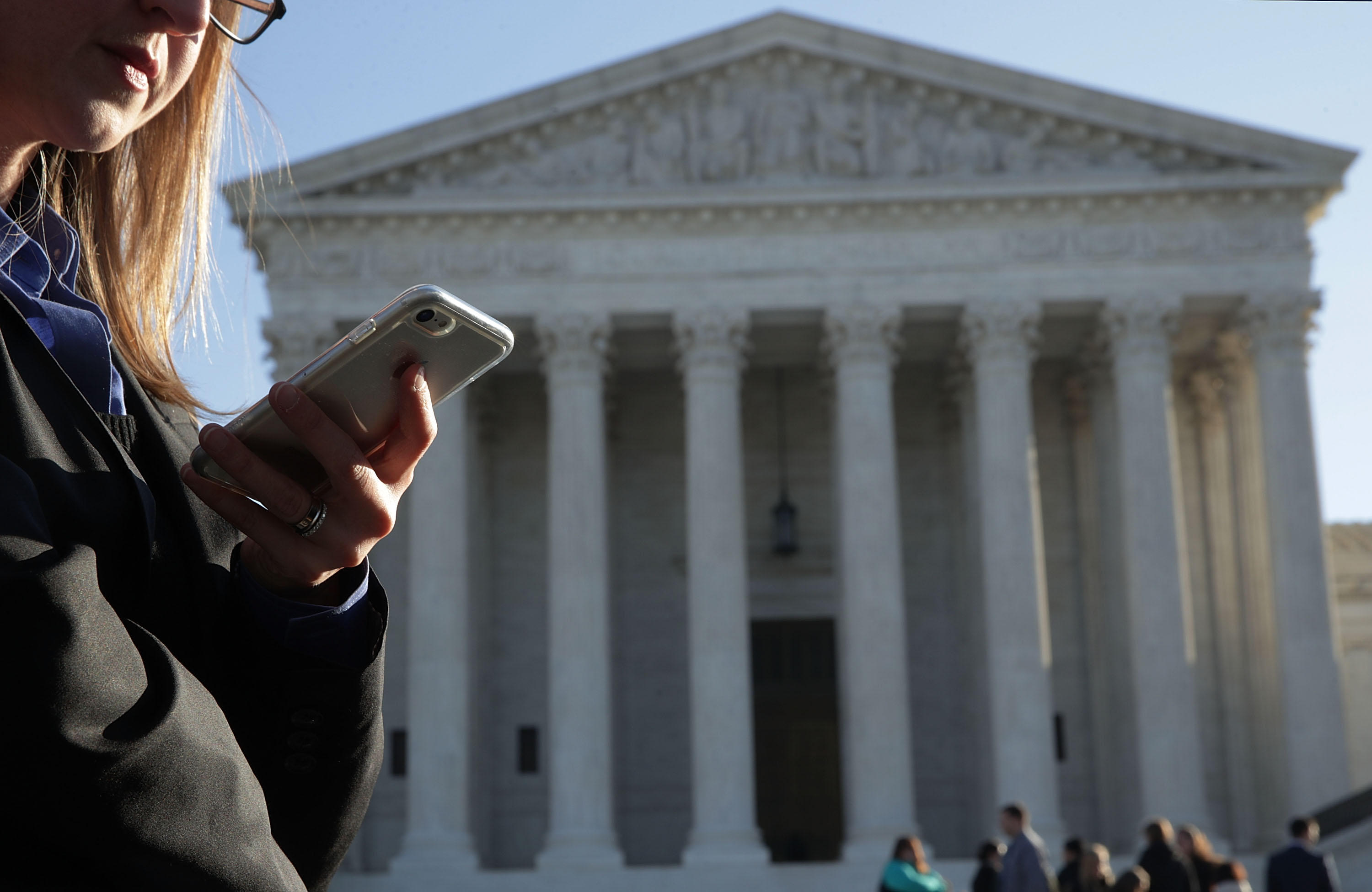 Supreme Court Hears Arguments In Warrantless Search And Seizure Of Cell Phone