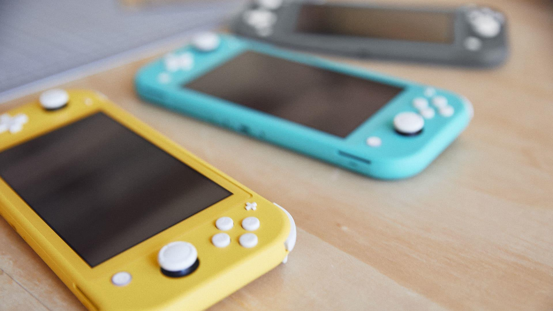 Fortnite Iphone X Vs Switch Nintendo Switch Lite Vs Apple Ipod Touch Which Is The Best 200 Gaming Handheld For Kids Cnet