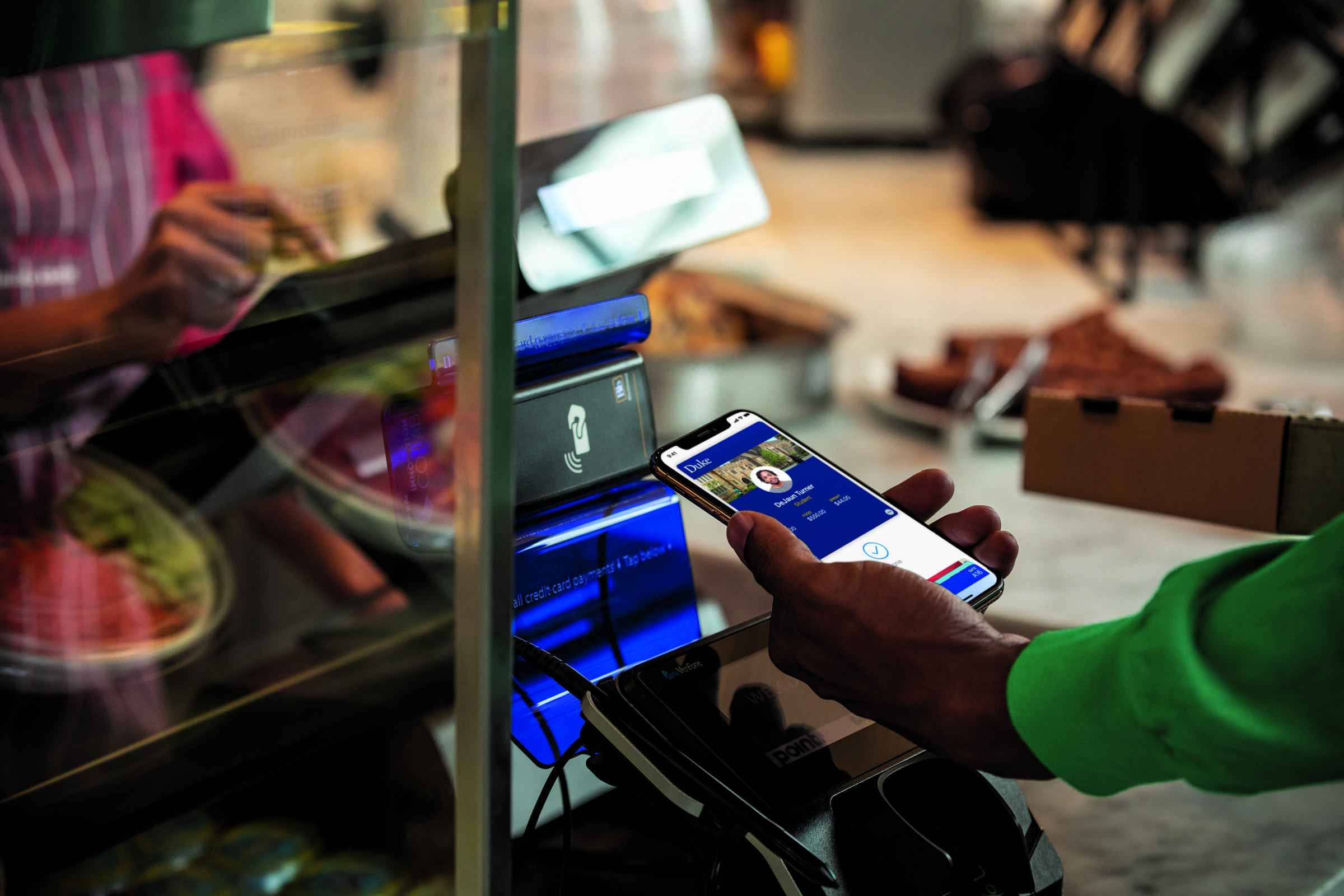 student-id-card-in-apple-wallet-in-action-at-duke-dining-1