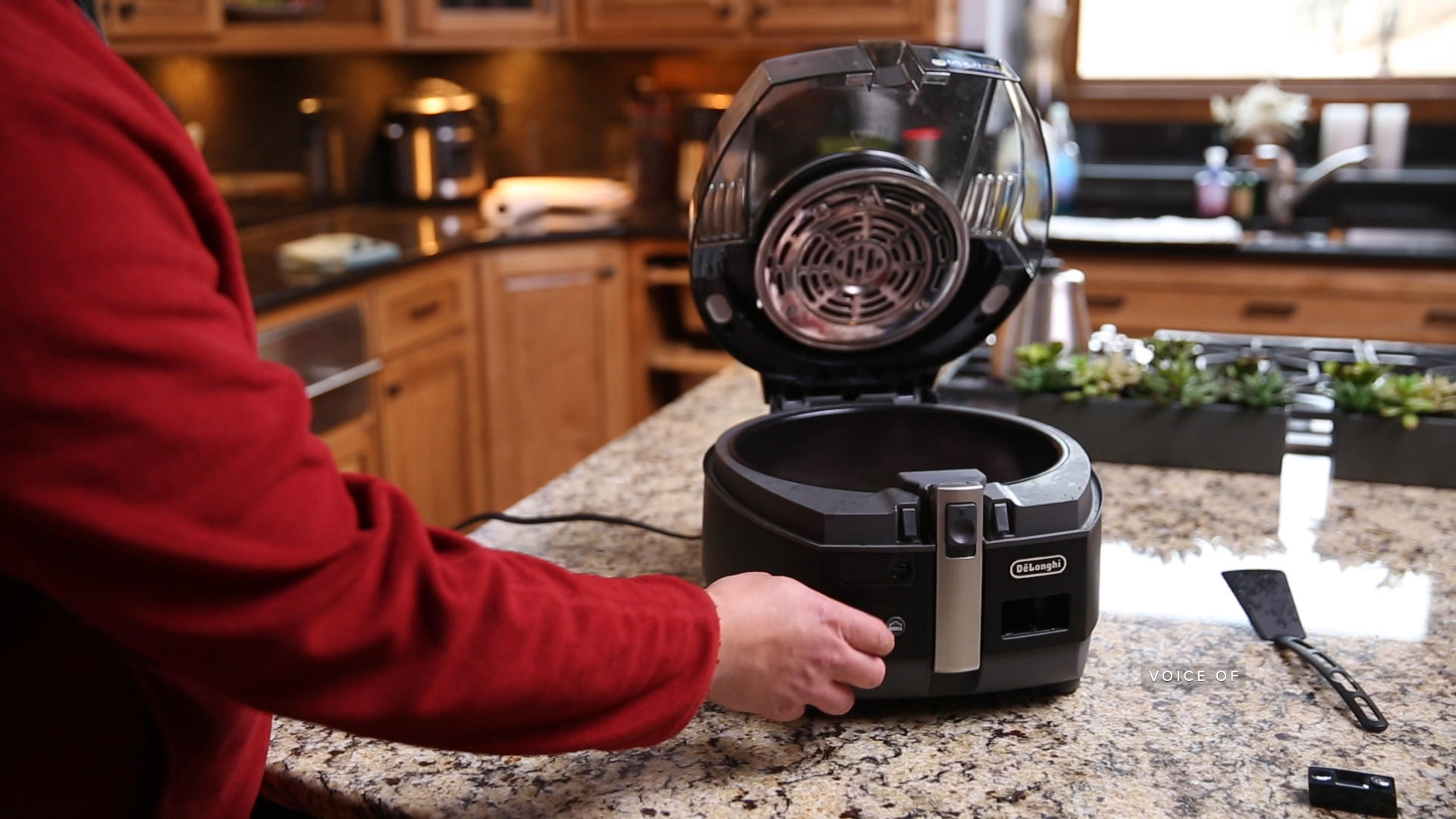 Video: DeLonghi's MultiFry prepares tasty treats with less oil