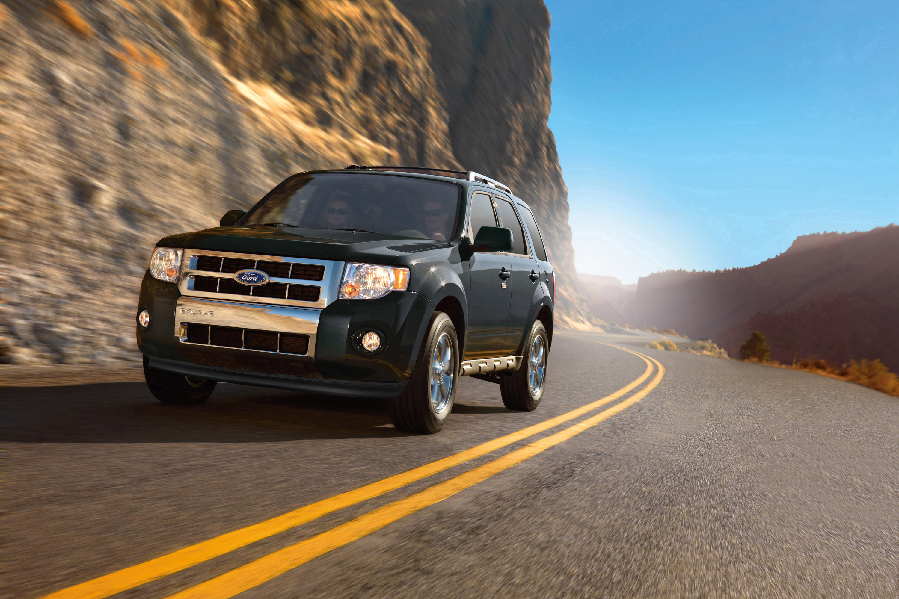 2010-ford-escape-exterior-2
