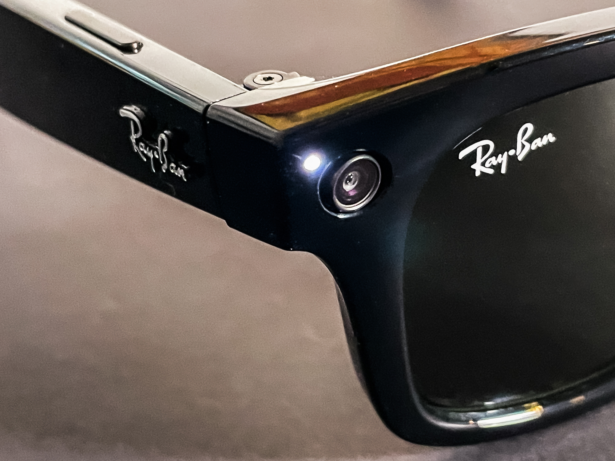 Facebook's smart Ray-Ban glasses are disappointingly familiar - CNET