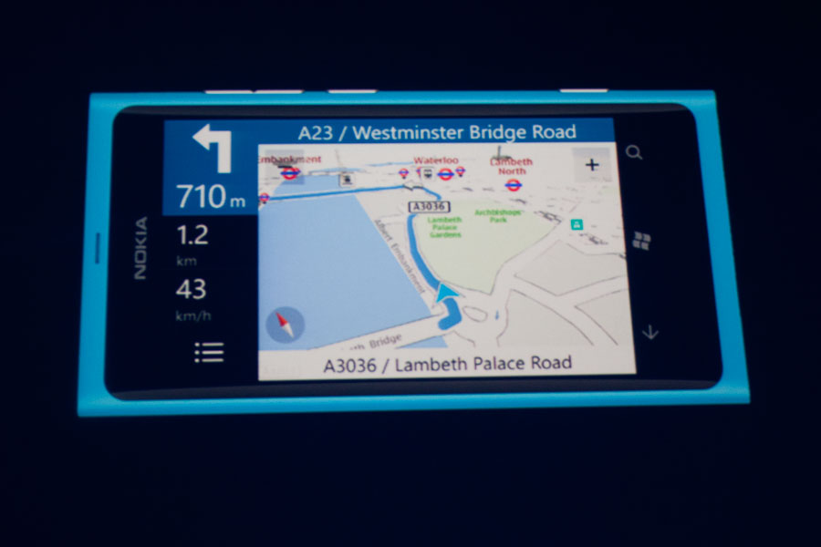Nokia Drive software can give navigation instructions by voice.