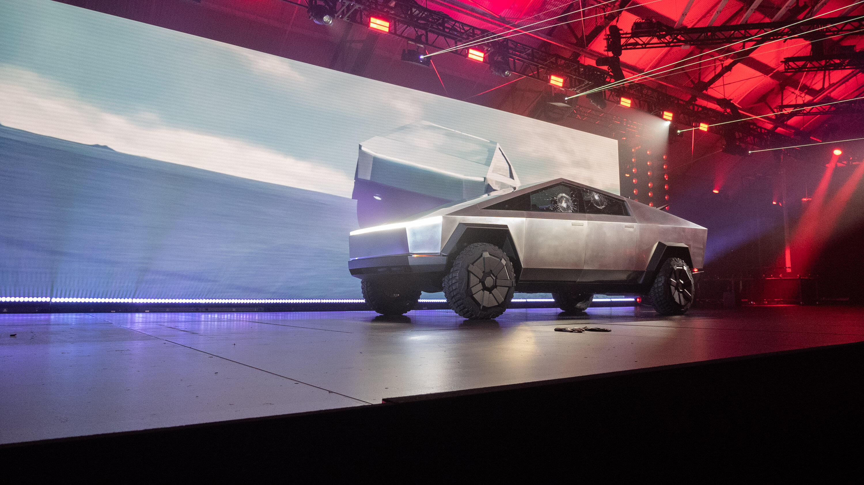 tesla-cybertruck-unveil-retouched-1