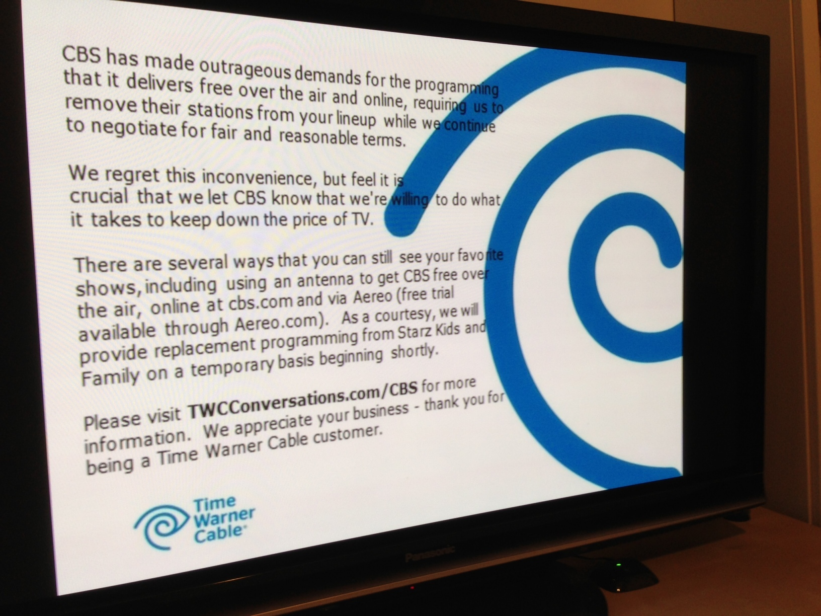 A TV screen from TWC tells subscriber other ways to get CBS