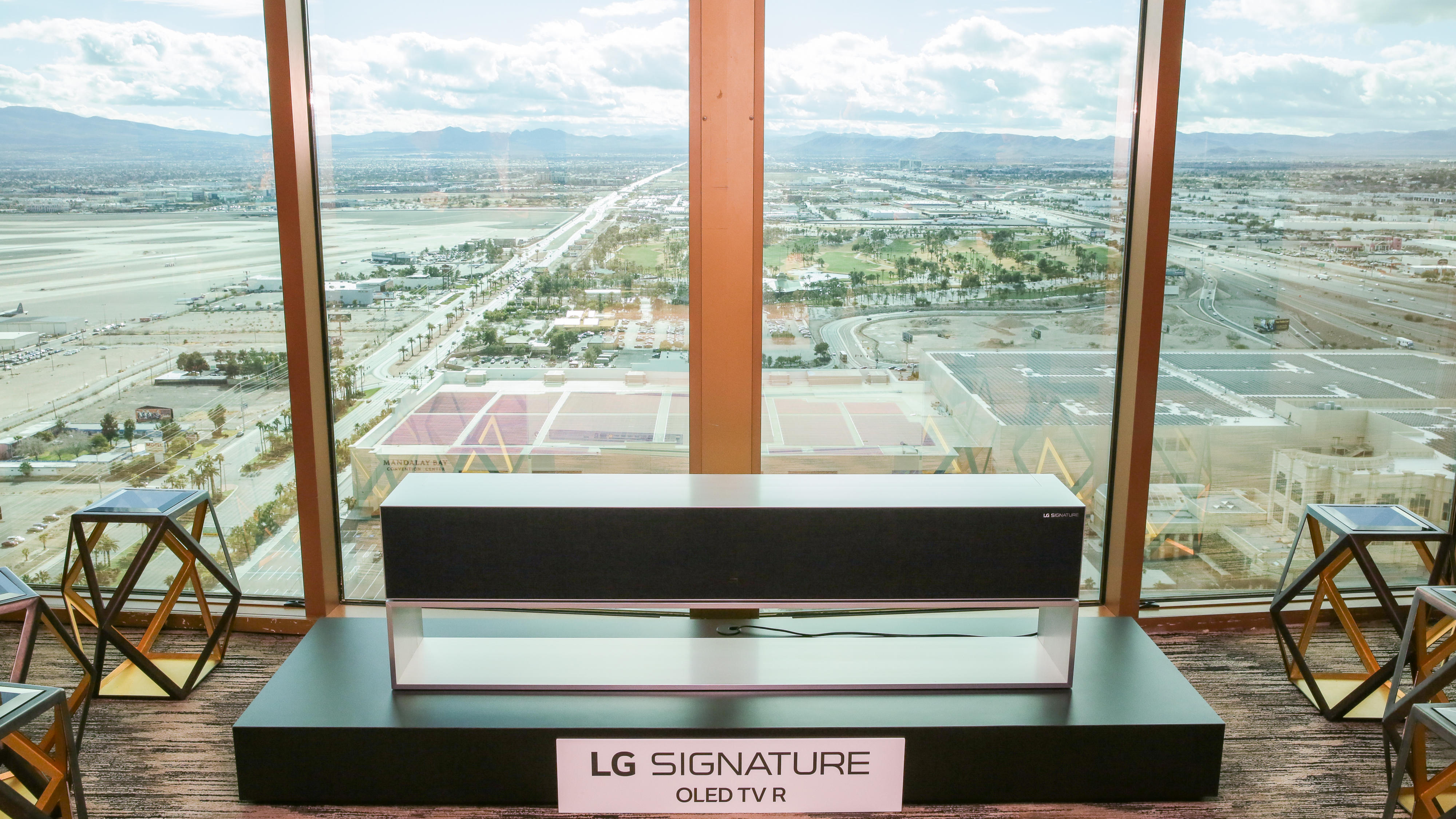 lg-rollable-oled-tv-10