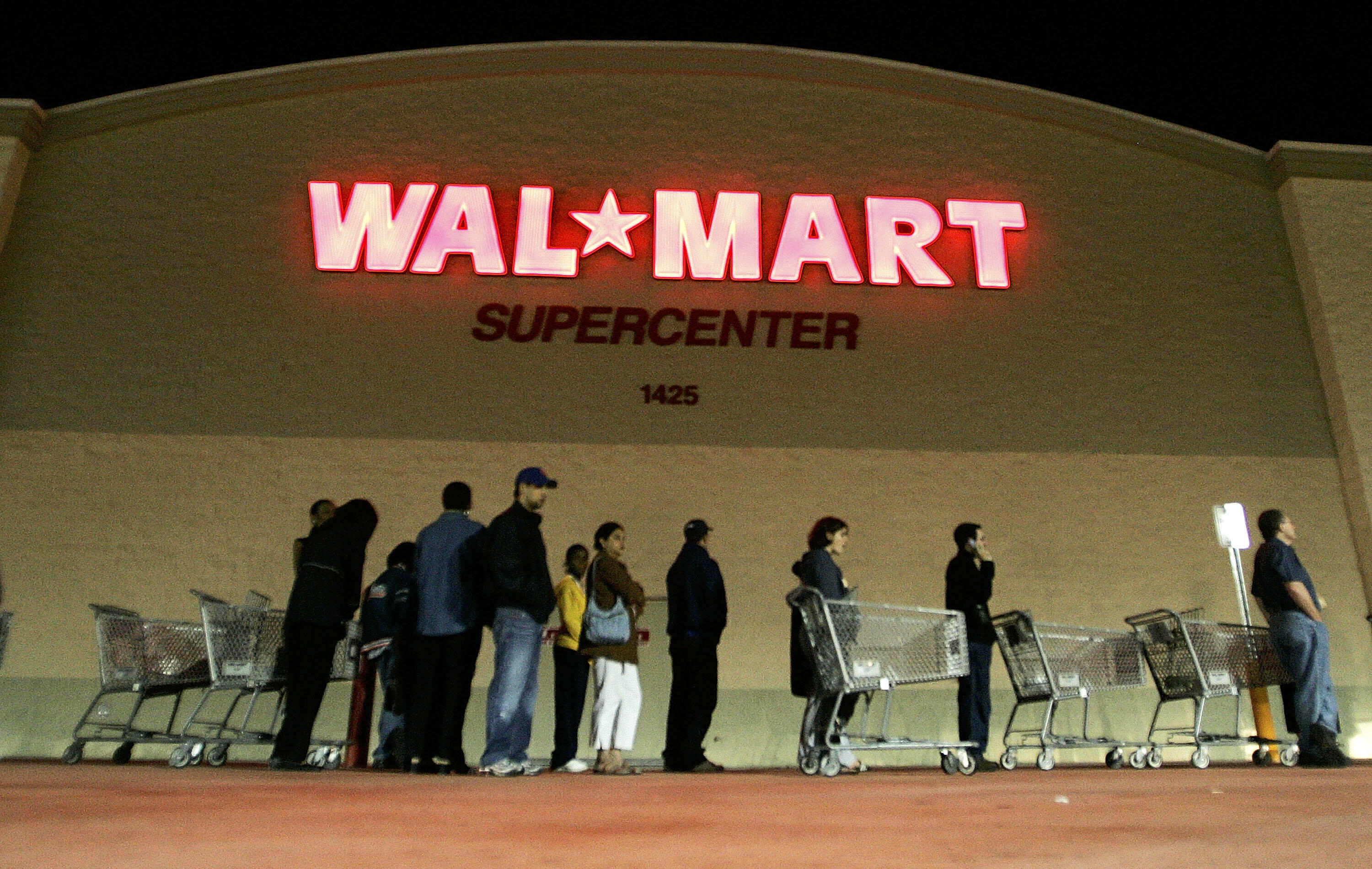 Walmart gives workers off on Thanksgiving.