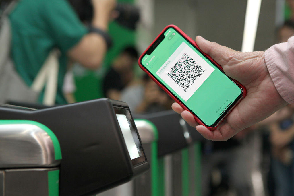 Pony Ma Pays Metro Fares Via WeChat Payment In Shenzhen