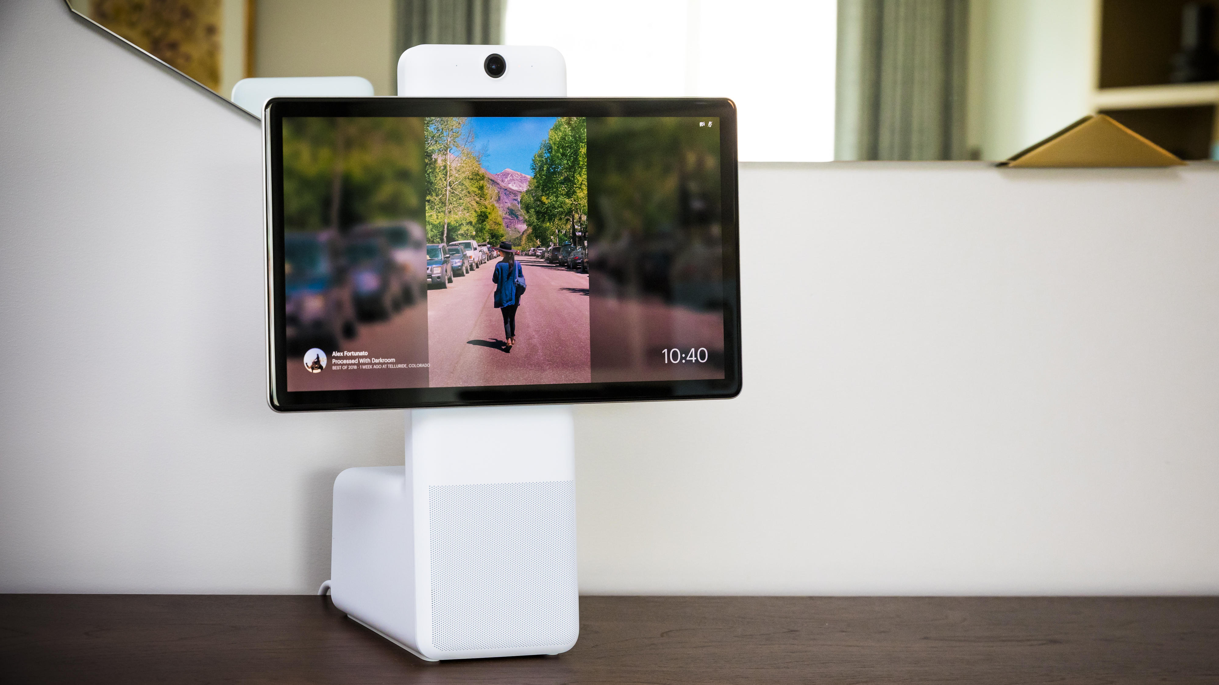 facebook-portal-plus-messenger-chat-2306