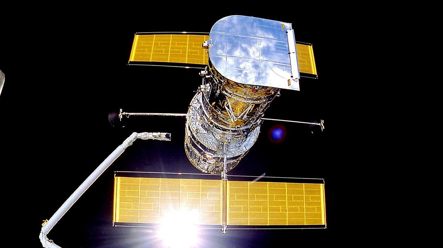 NASA's aging Hubble Space Telescope stuck in safe mode as glitch fixes falter
