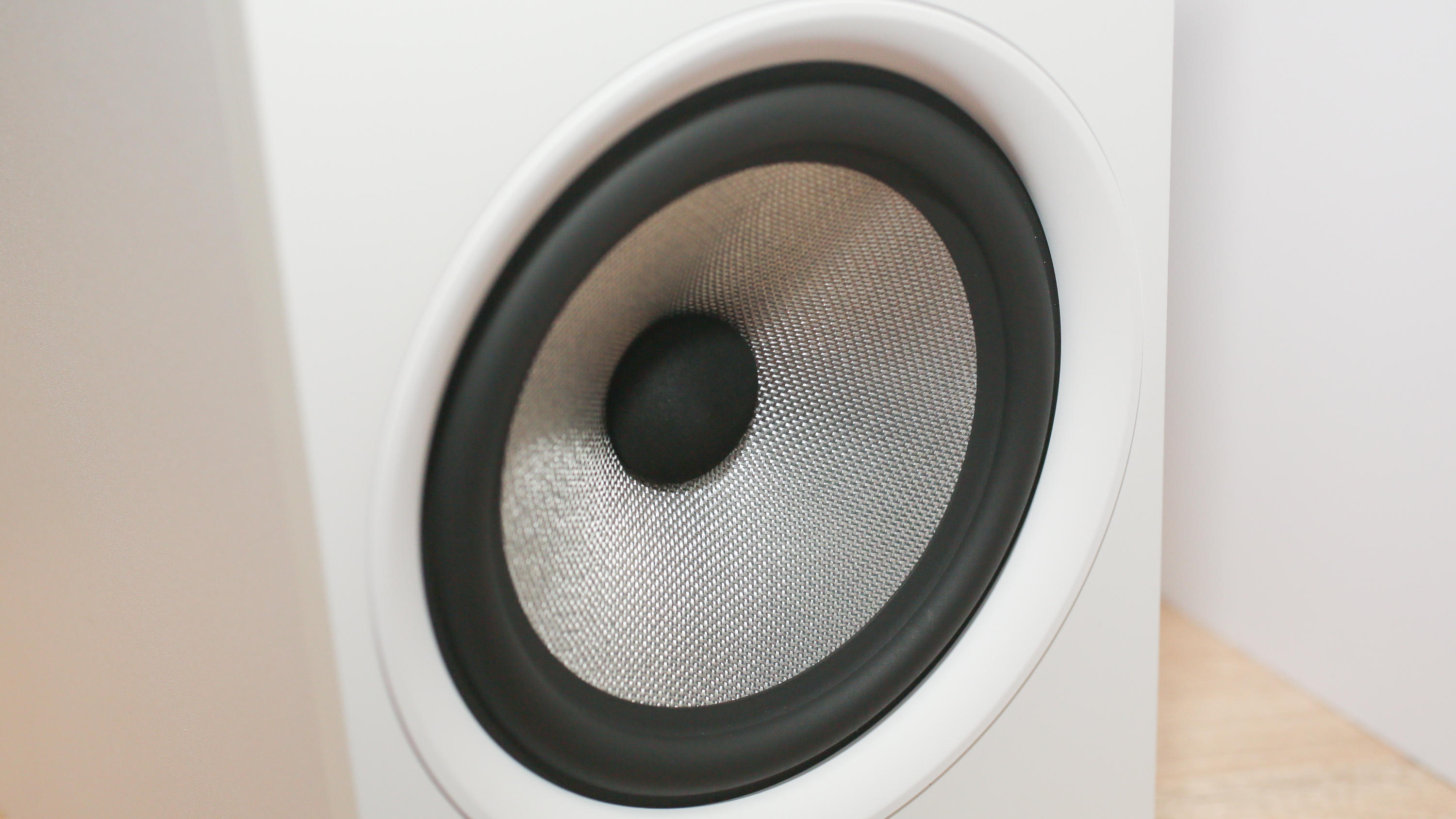 03-bowers-and-wilkins-606