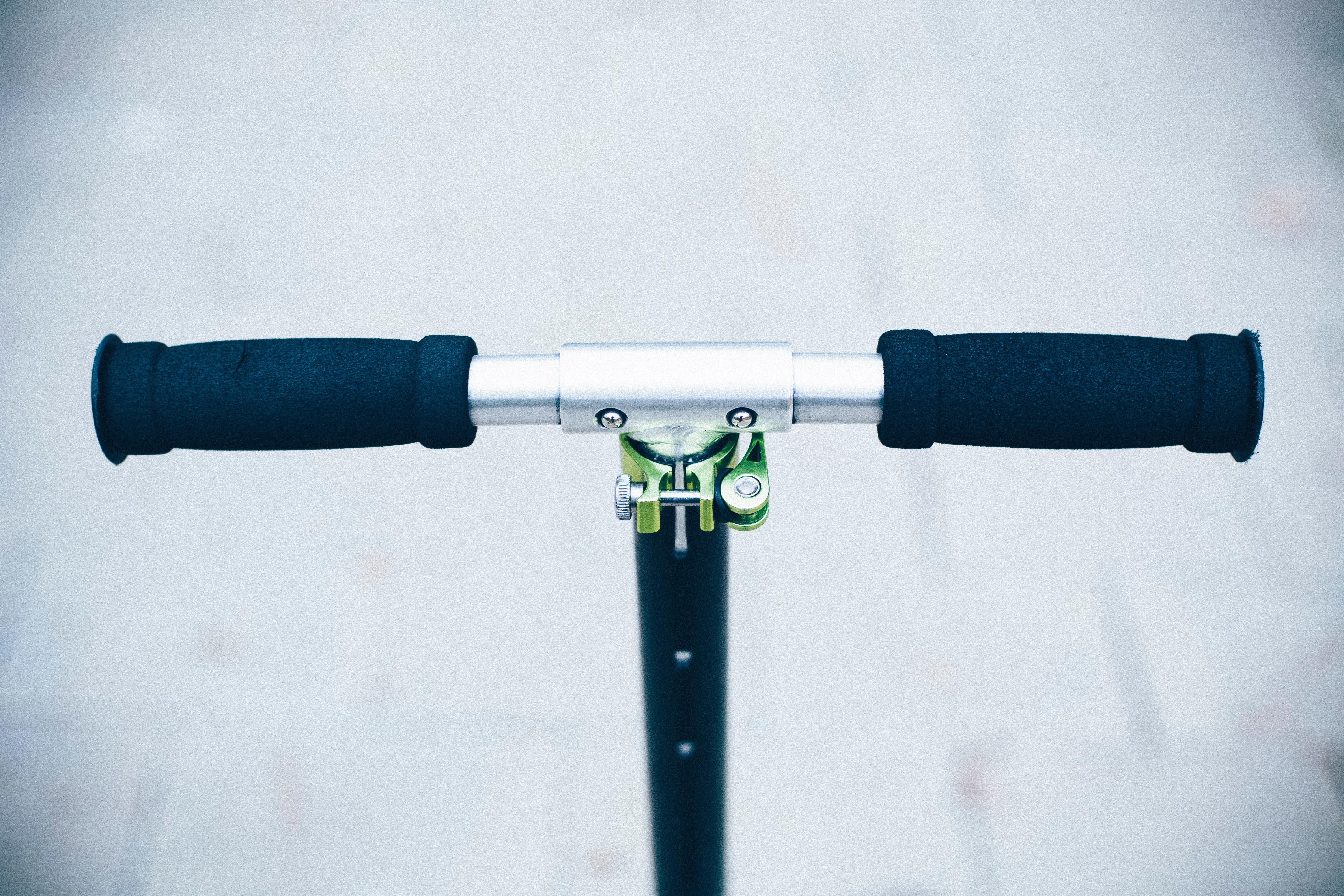 electric-scooter-handlebar