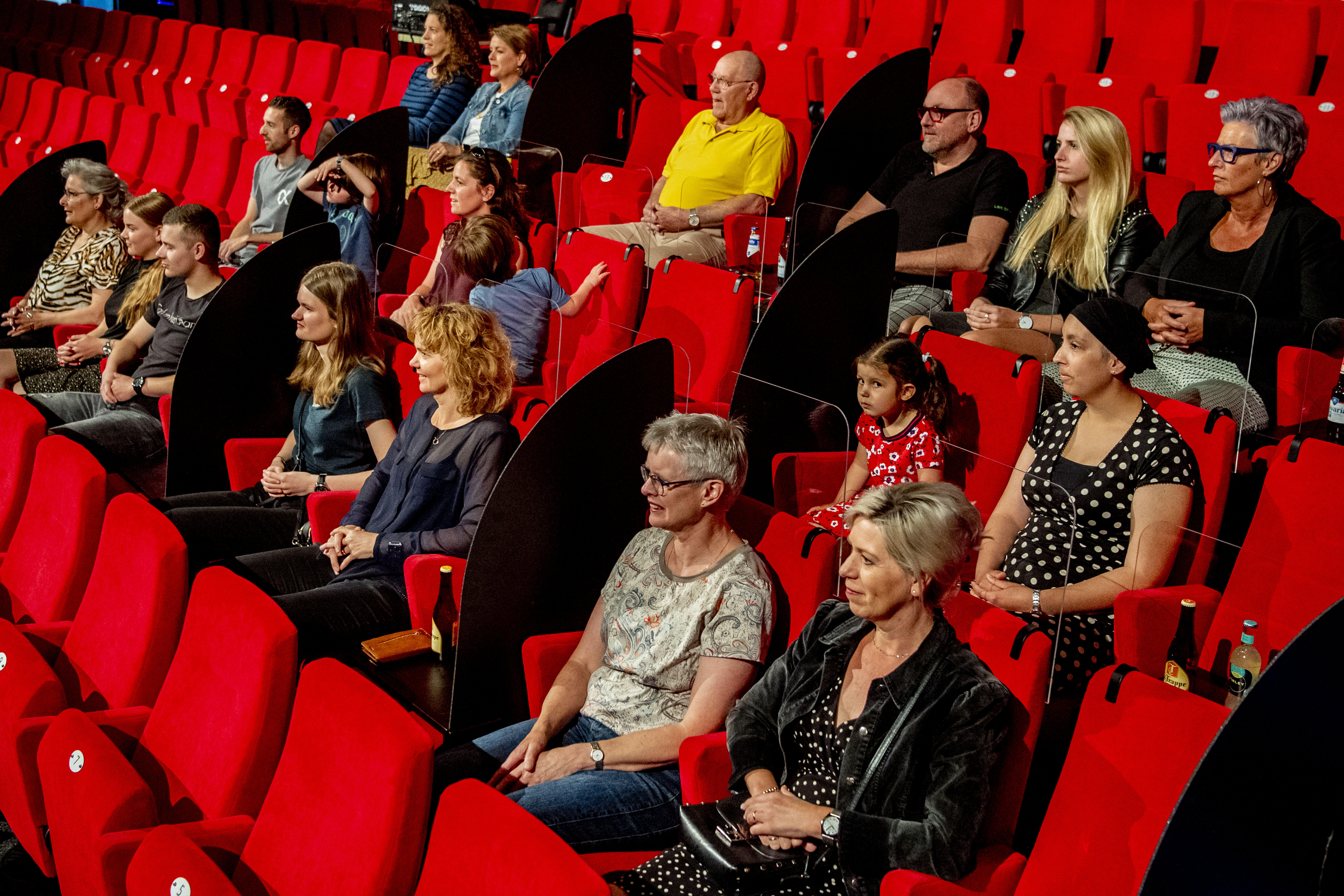 The Netherlands: Dividers between theater seats