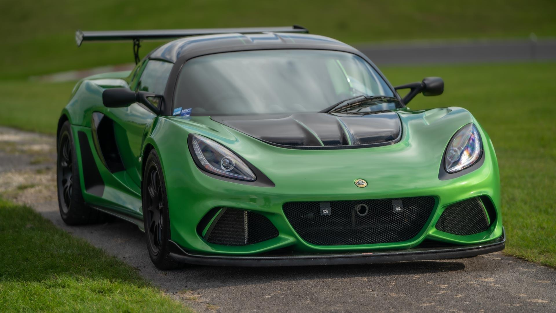 Video: Lotus Exige Cup 430 and Cadwell Park race circuit are a perfect match