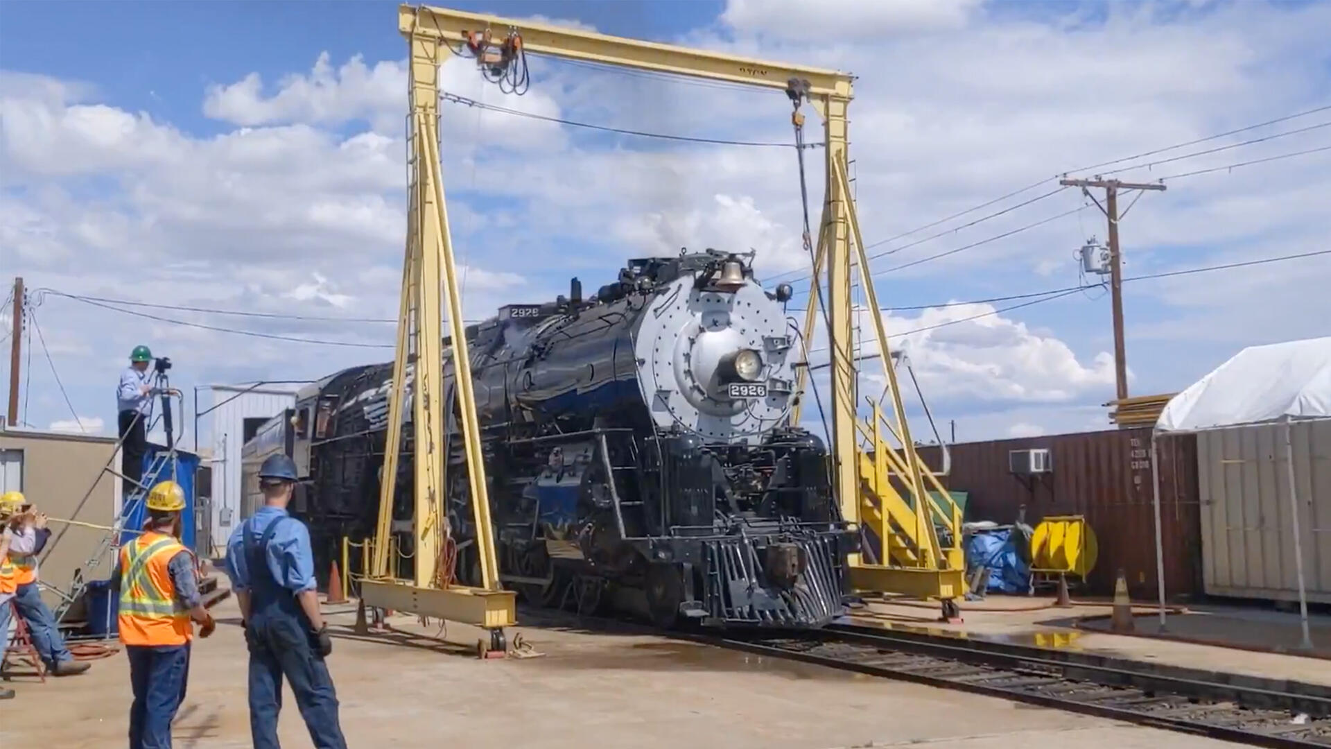 Video: Historic Sante Fe 2926 steam locomotive rumbles back to life