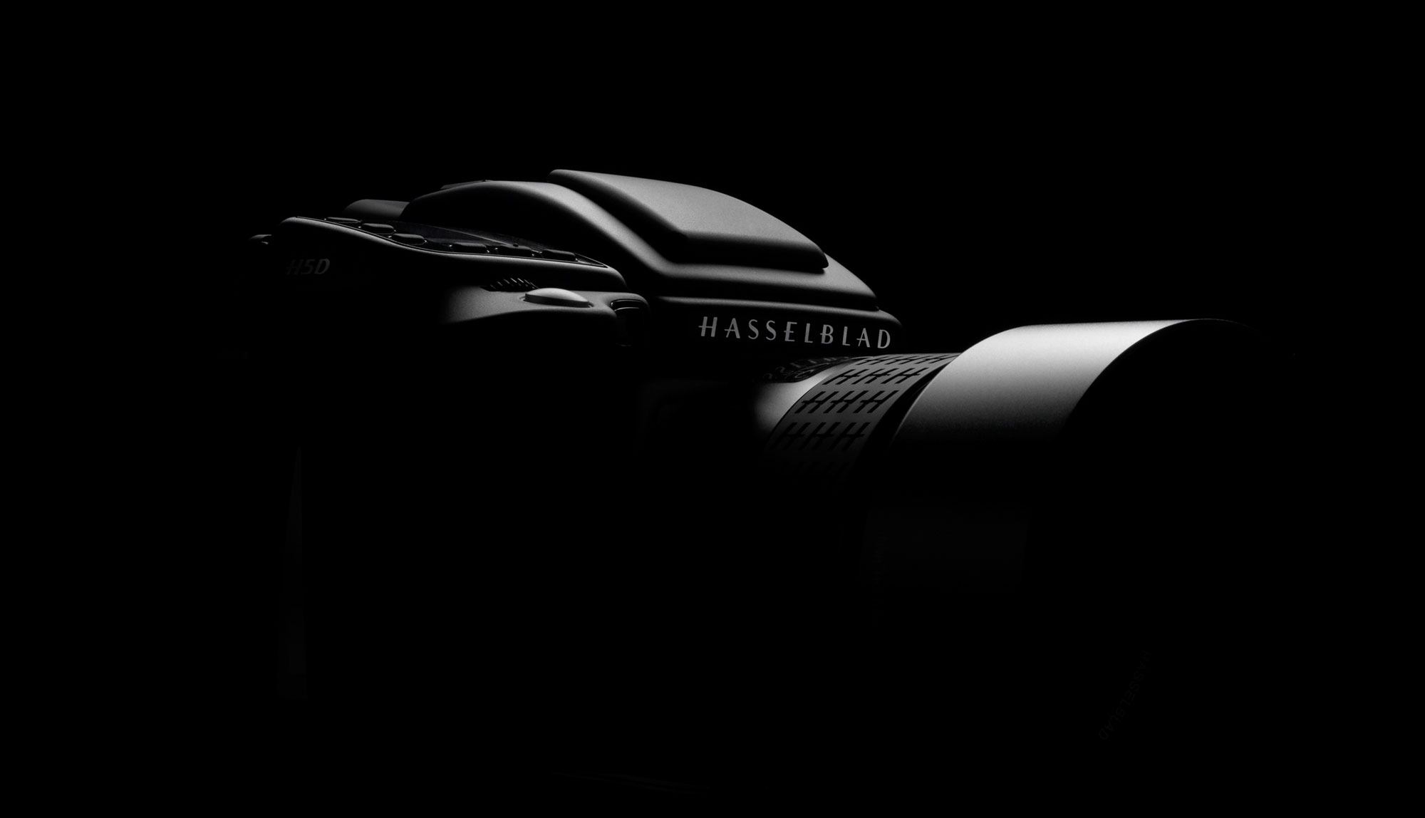 The Hasselblad H5D-50c will move the medium-format camera maker from CCD image sensor technology to CMOS technology.