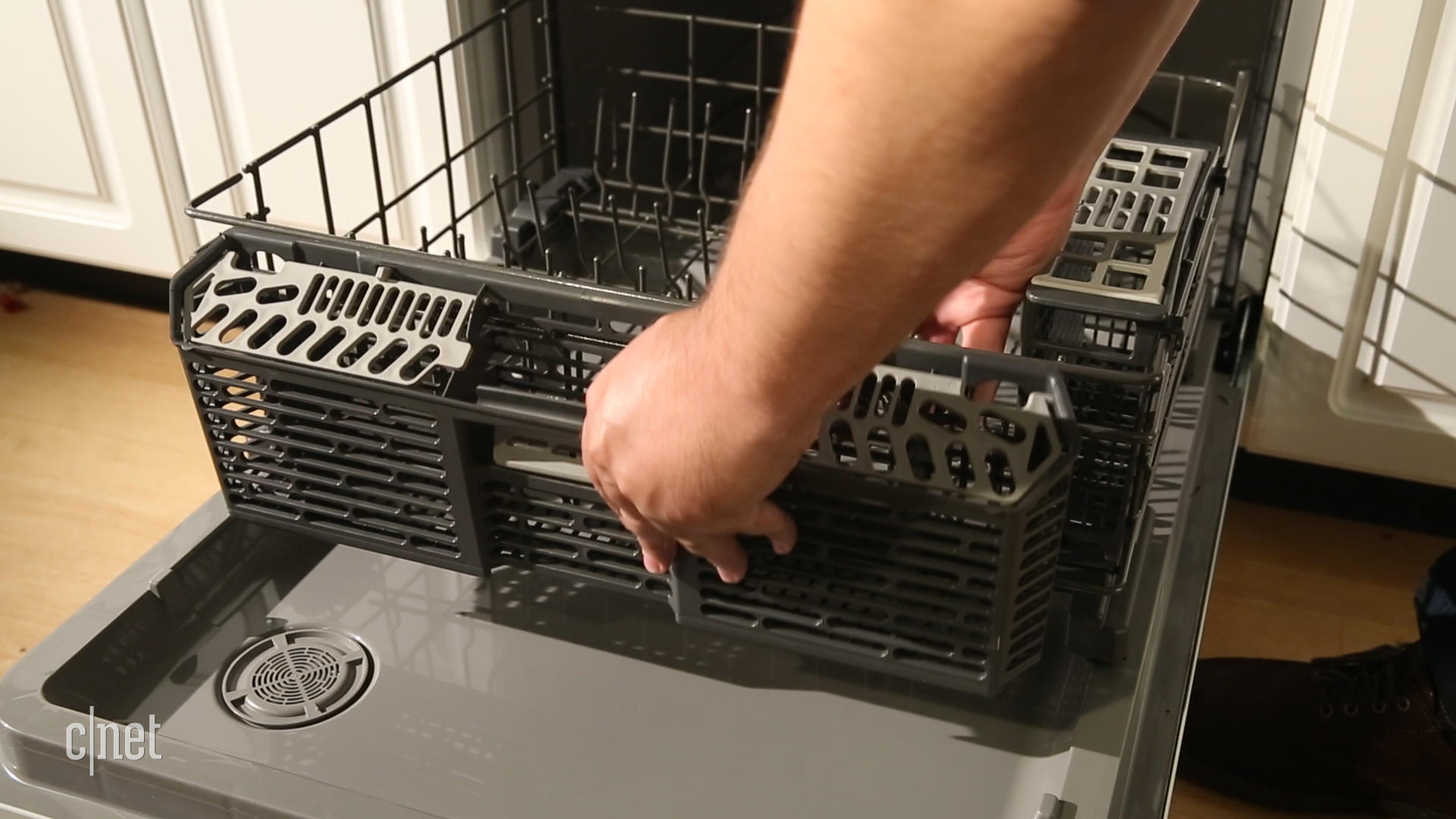 Video: Dirt cheap GE GDF520PGJWW dishwasher handles its business