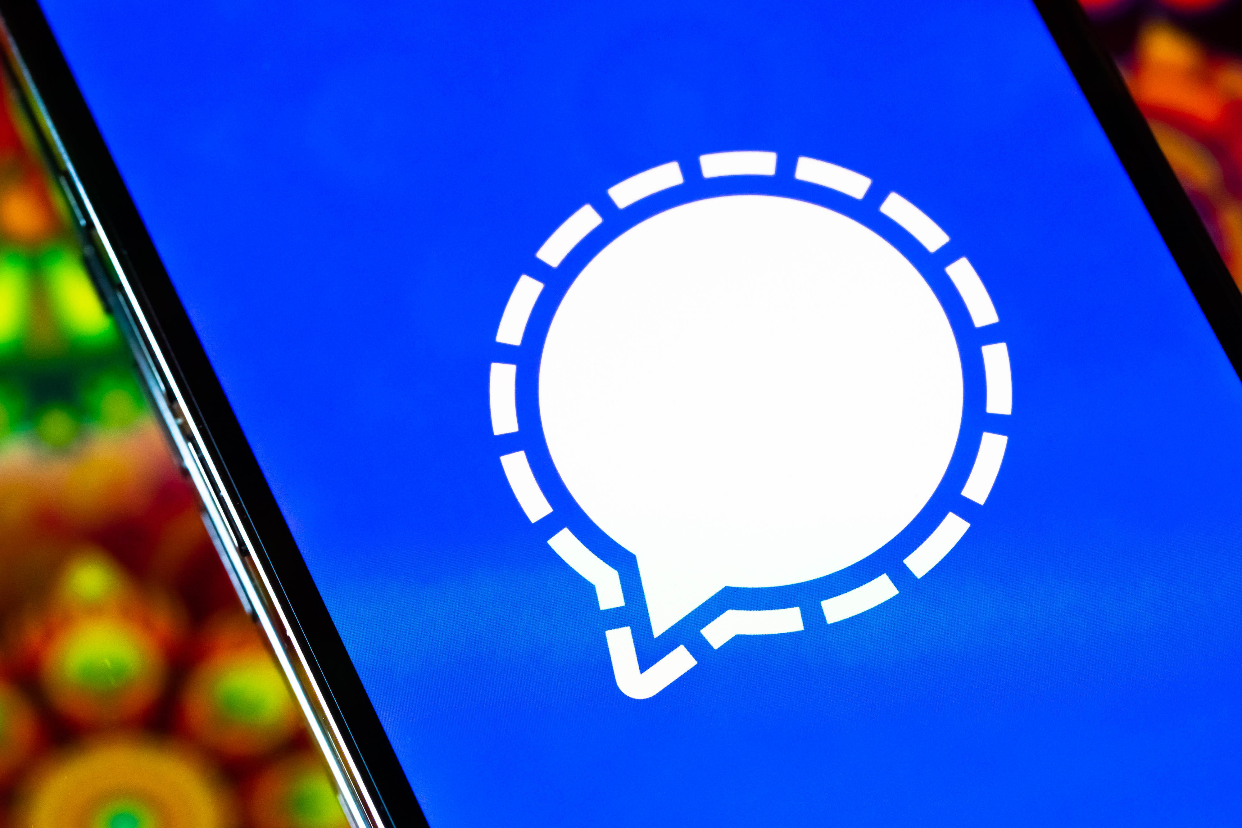 Privacy and security with Signal and WhatsApp Messaging