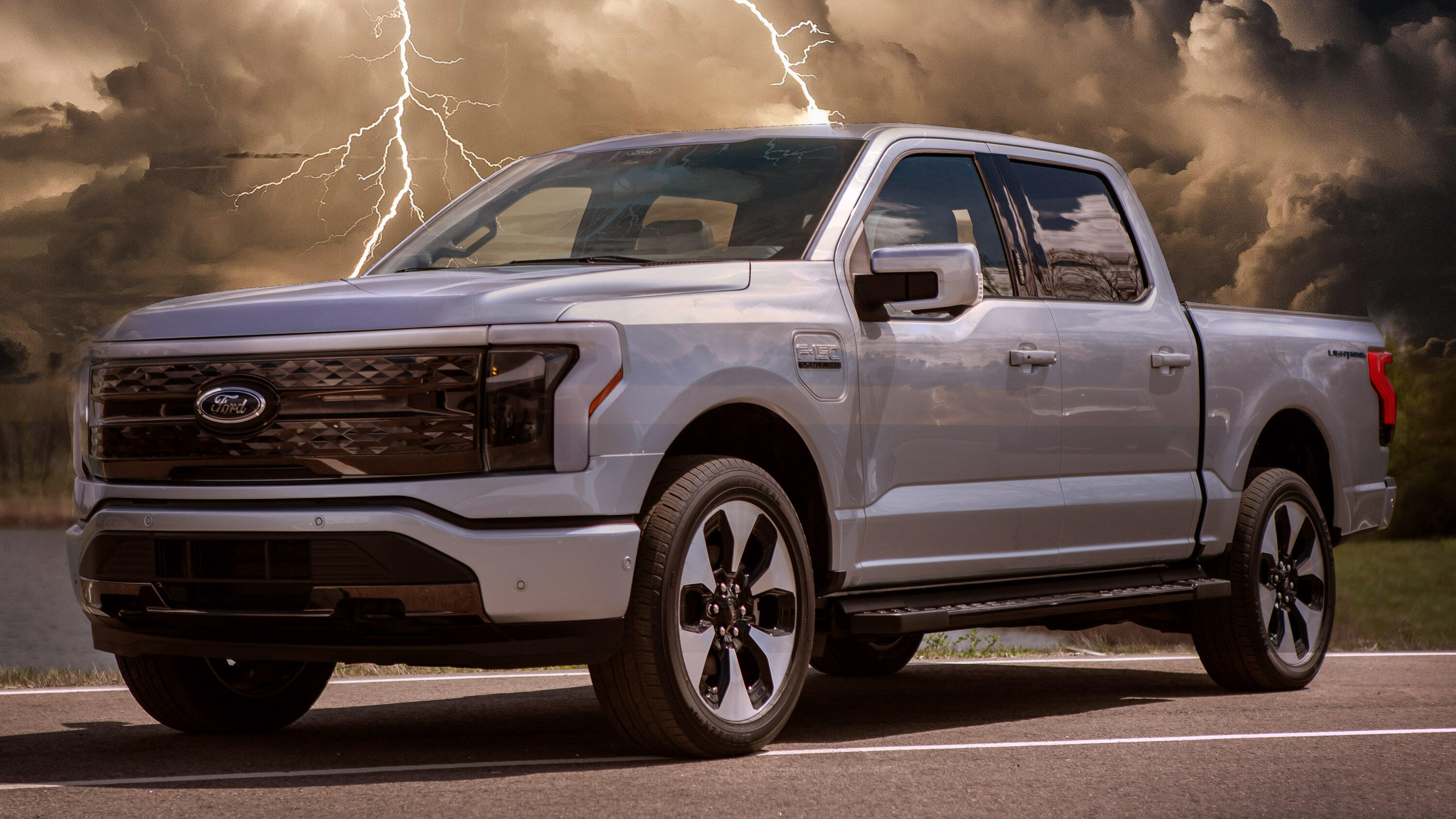 Video: The 2022 Ford F-150 Lightning is a battery-powered mic-drop
