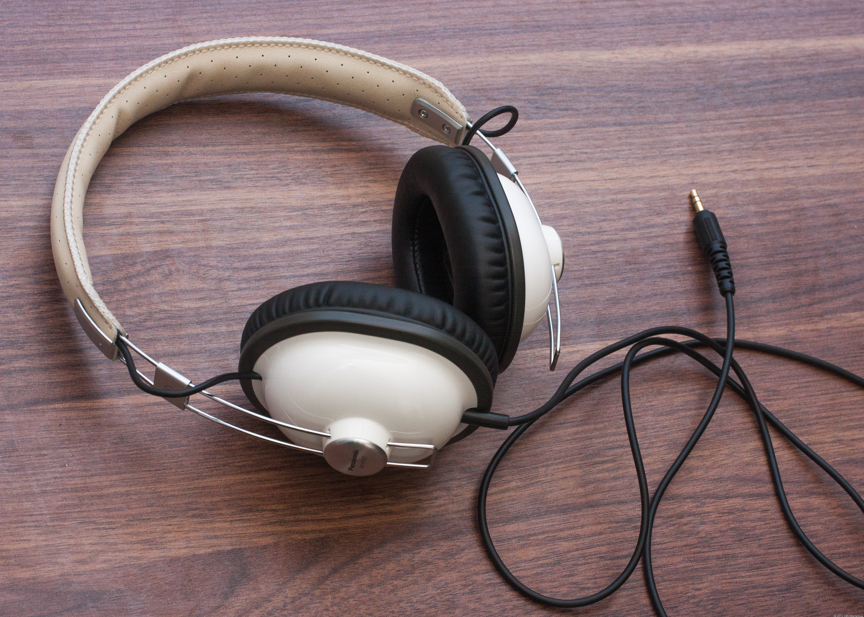 Panasonic_Headphones_33397148_06.jpg