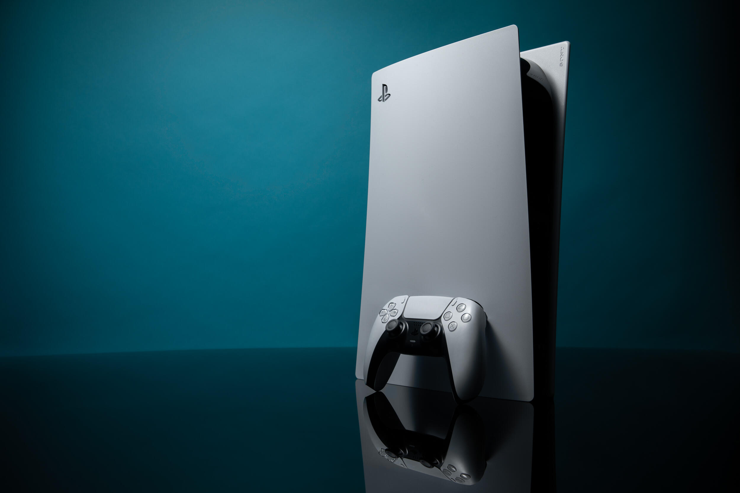 ps5-and-controller-cropped-for-door.png