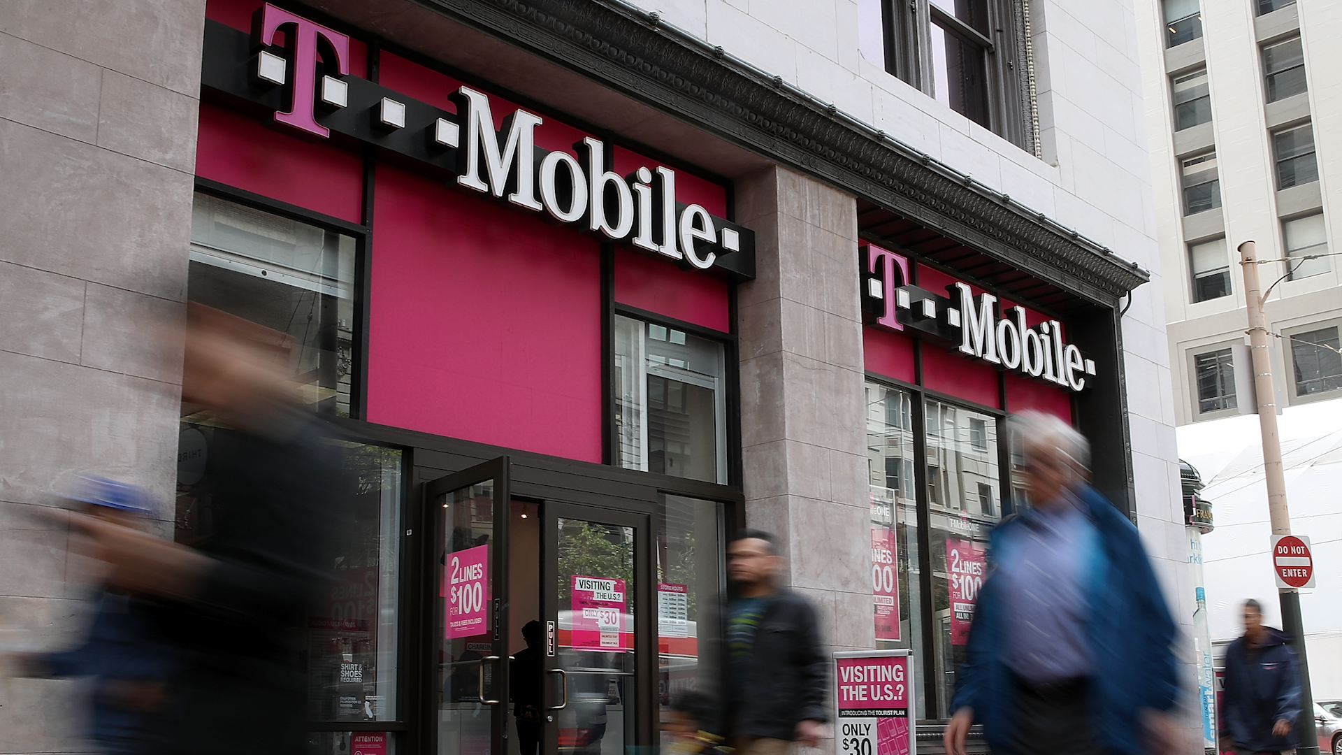 Storefront of a T-Mobile outlet.