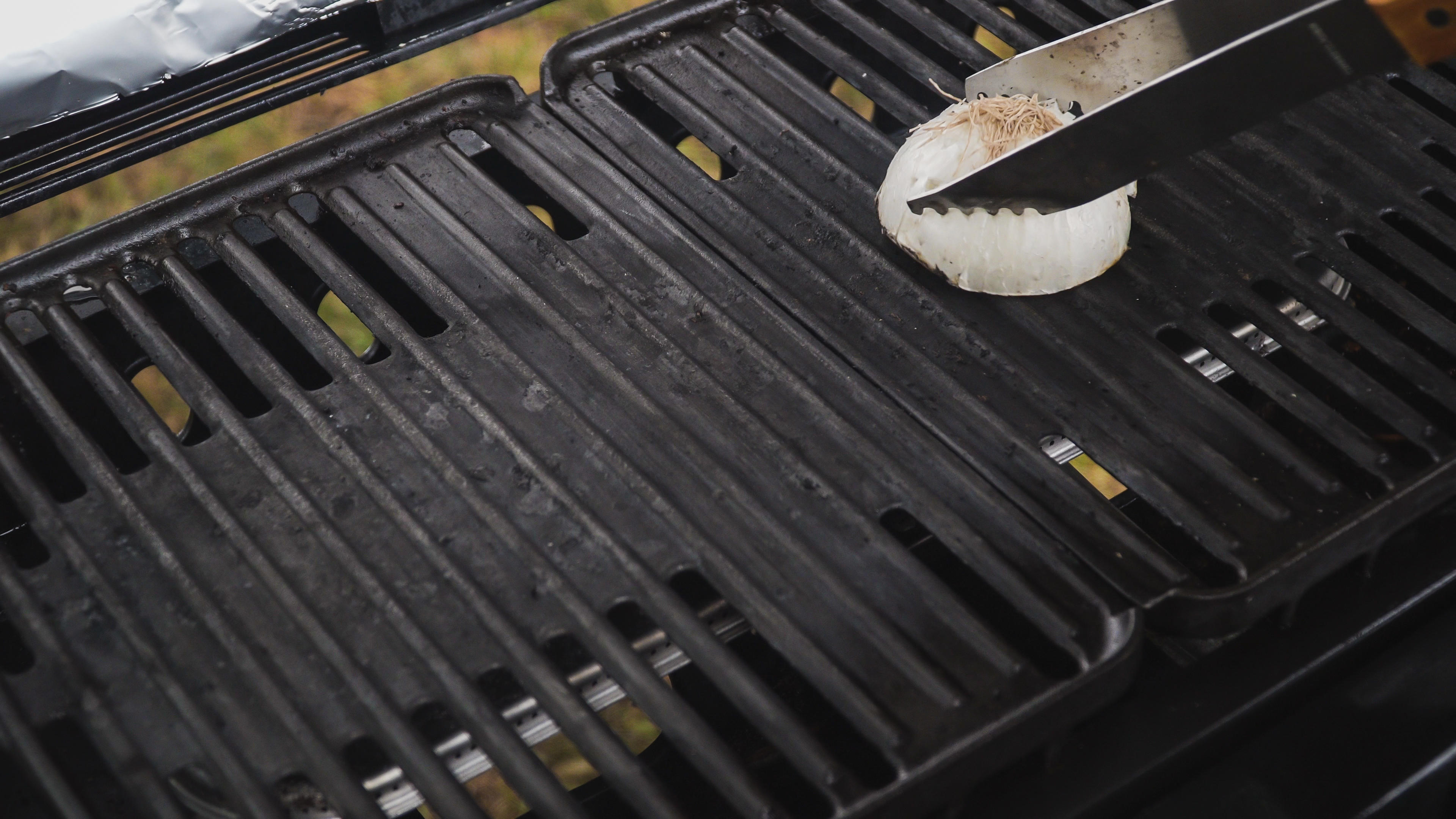 clean-grill-onion