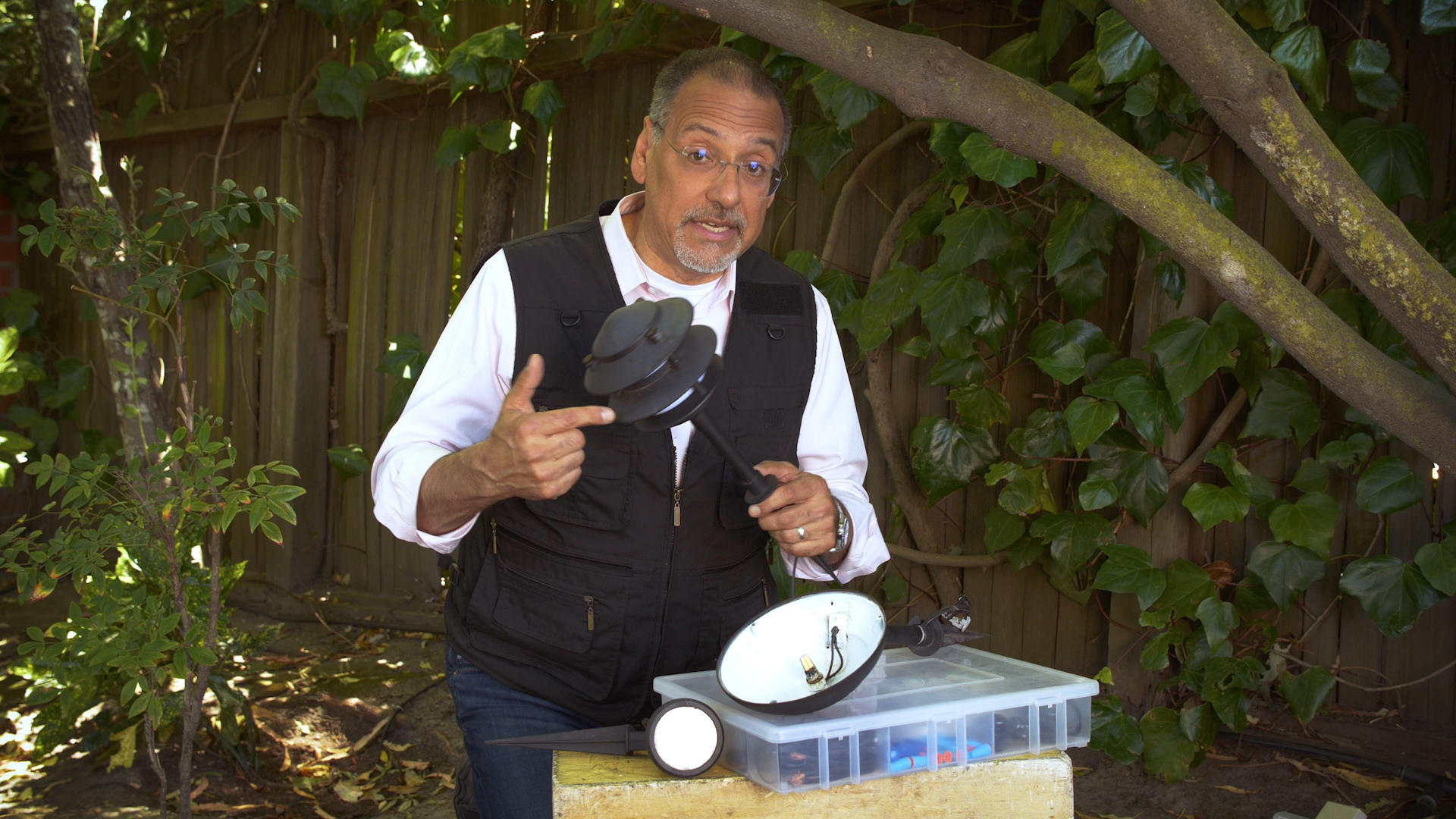 Video: See how easy it is to upgrade your garden lighting to LED