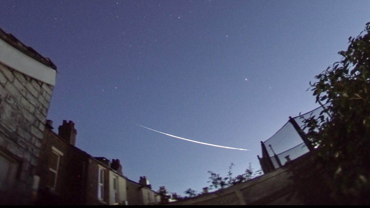 Fireball Friday: The day cosmic debris lit up skies around the world - CNET