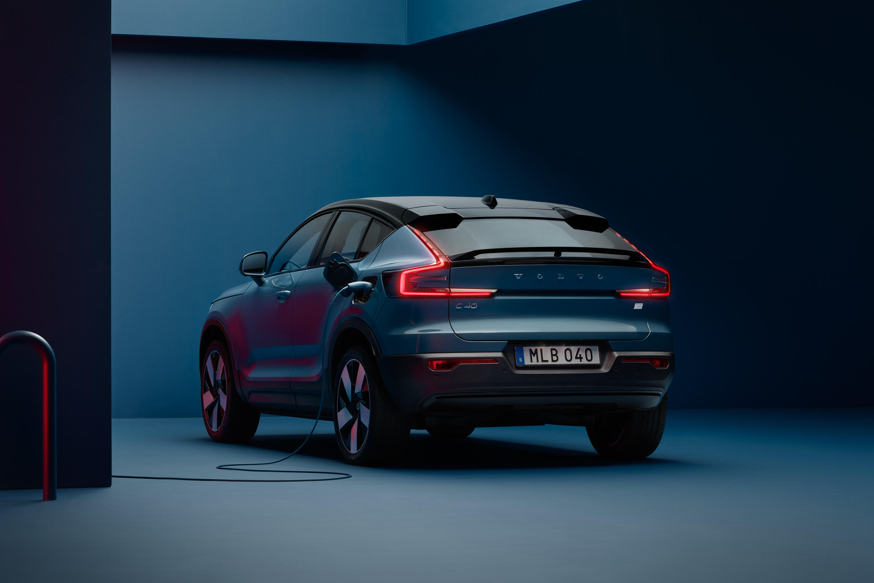 2022-volvo-c40-recharge-ev-crossover-coupe-117