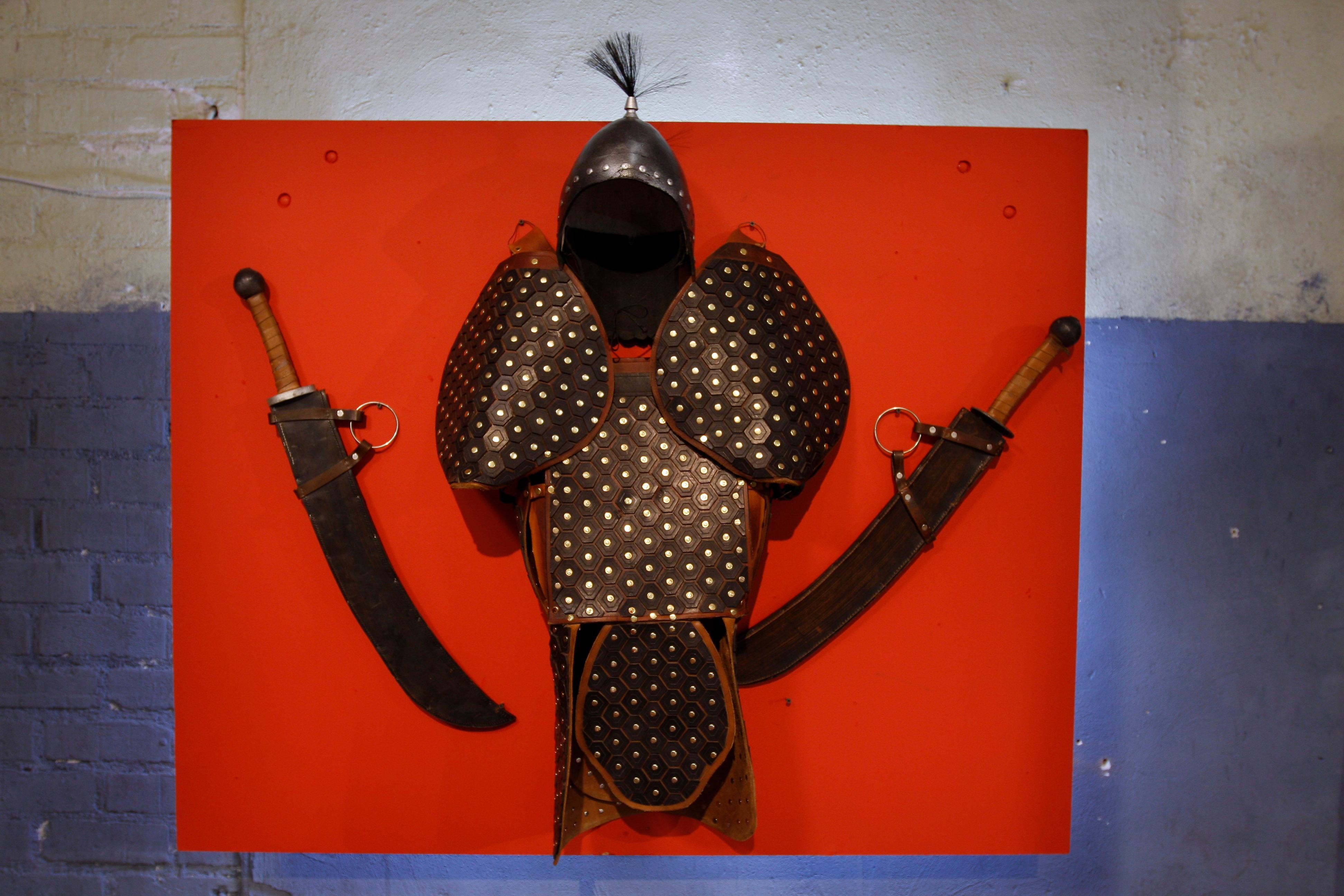 Ming armor with Mongol swords