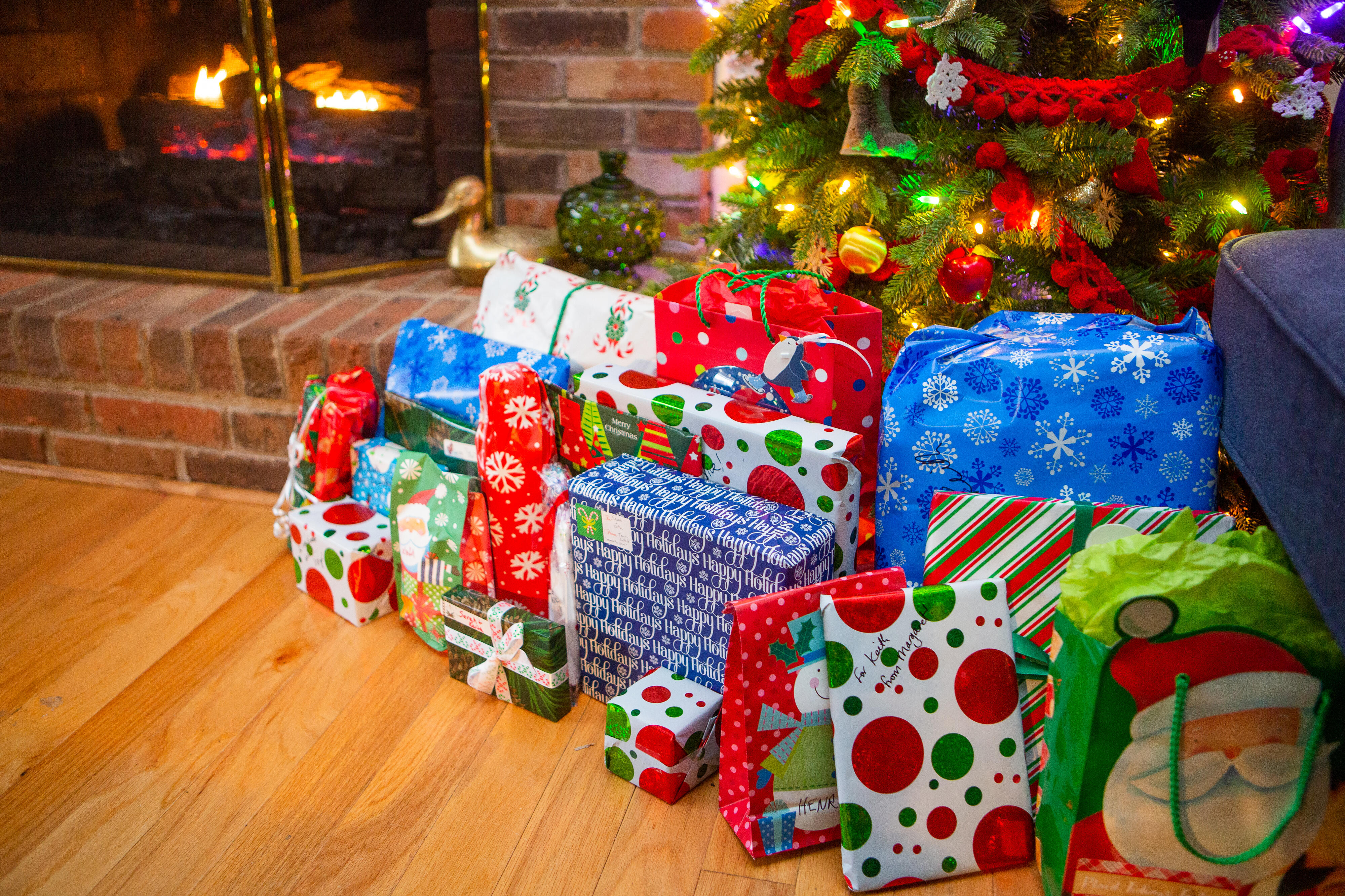 11-christmas-xmas-holidays-2020-intimate-staycation-family-alone-couple-empty-stocking-presents-gifts-tree