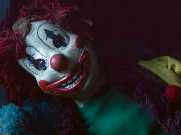 """""""Poltergeist"""" proves yet again that all clown dolls are evil."""
