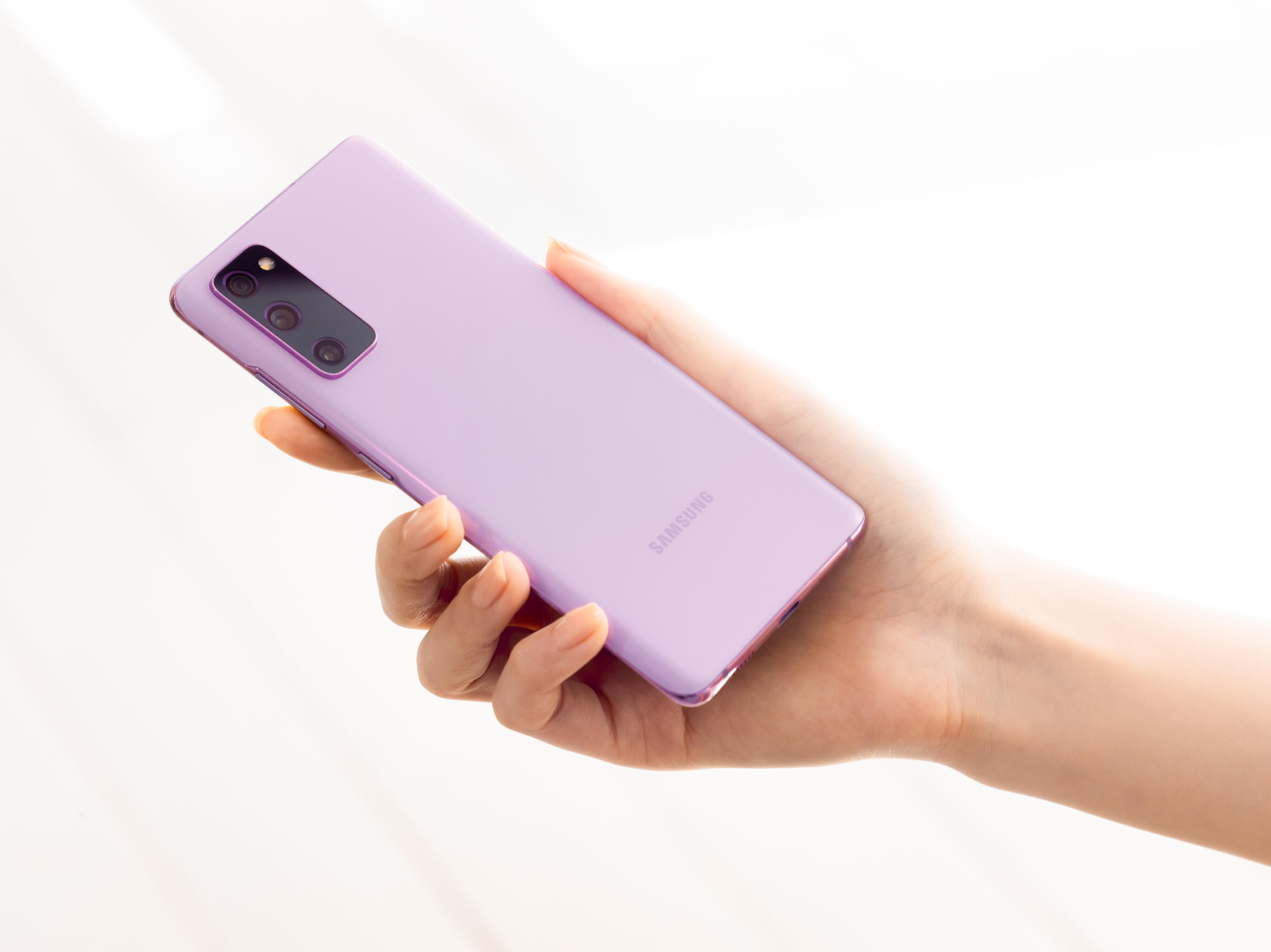 galaxy-s20-fe-cloud-lavender-hands-on