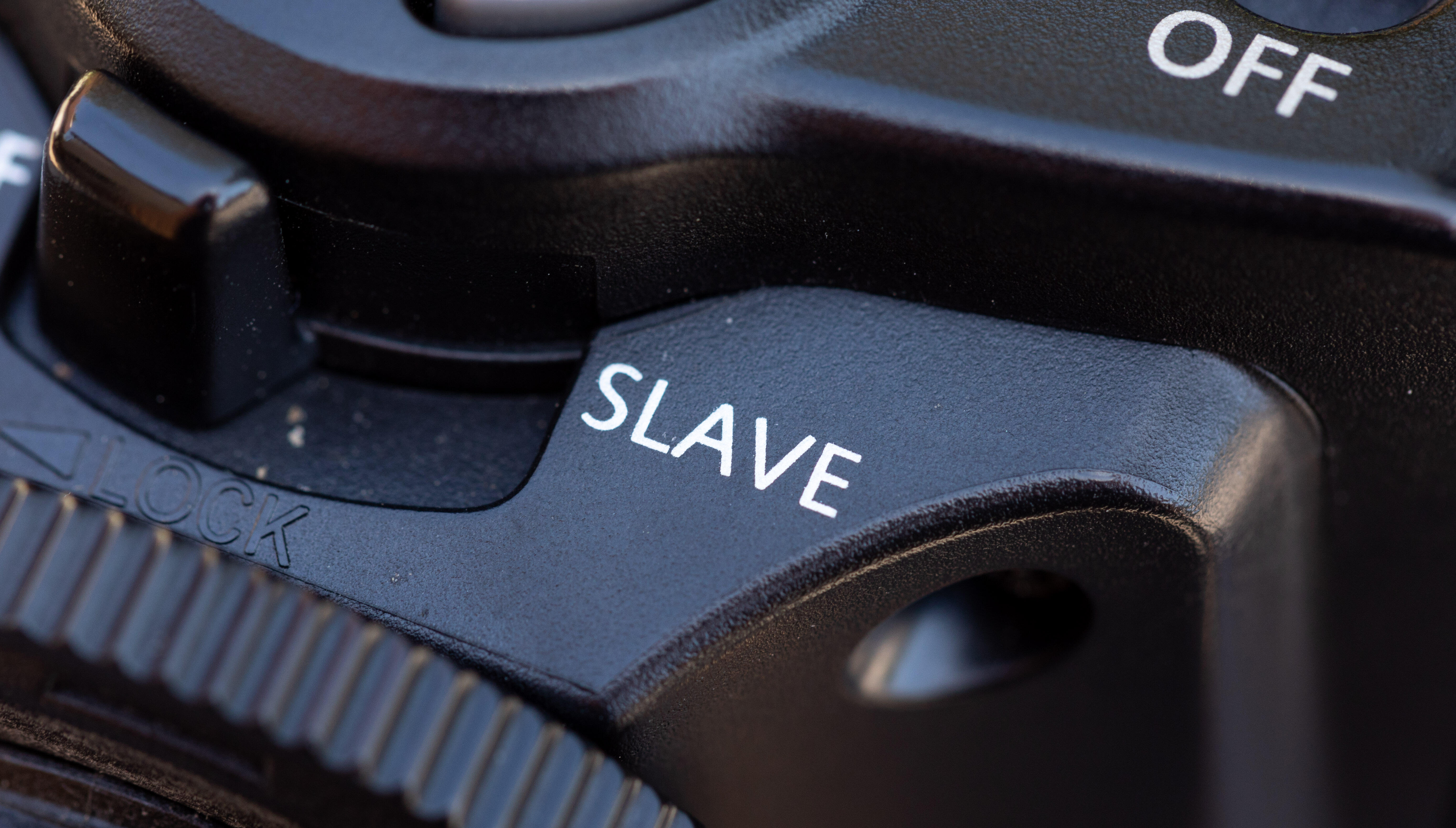 A camera flash shows a switch to change between master and slave modes.